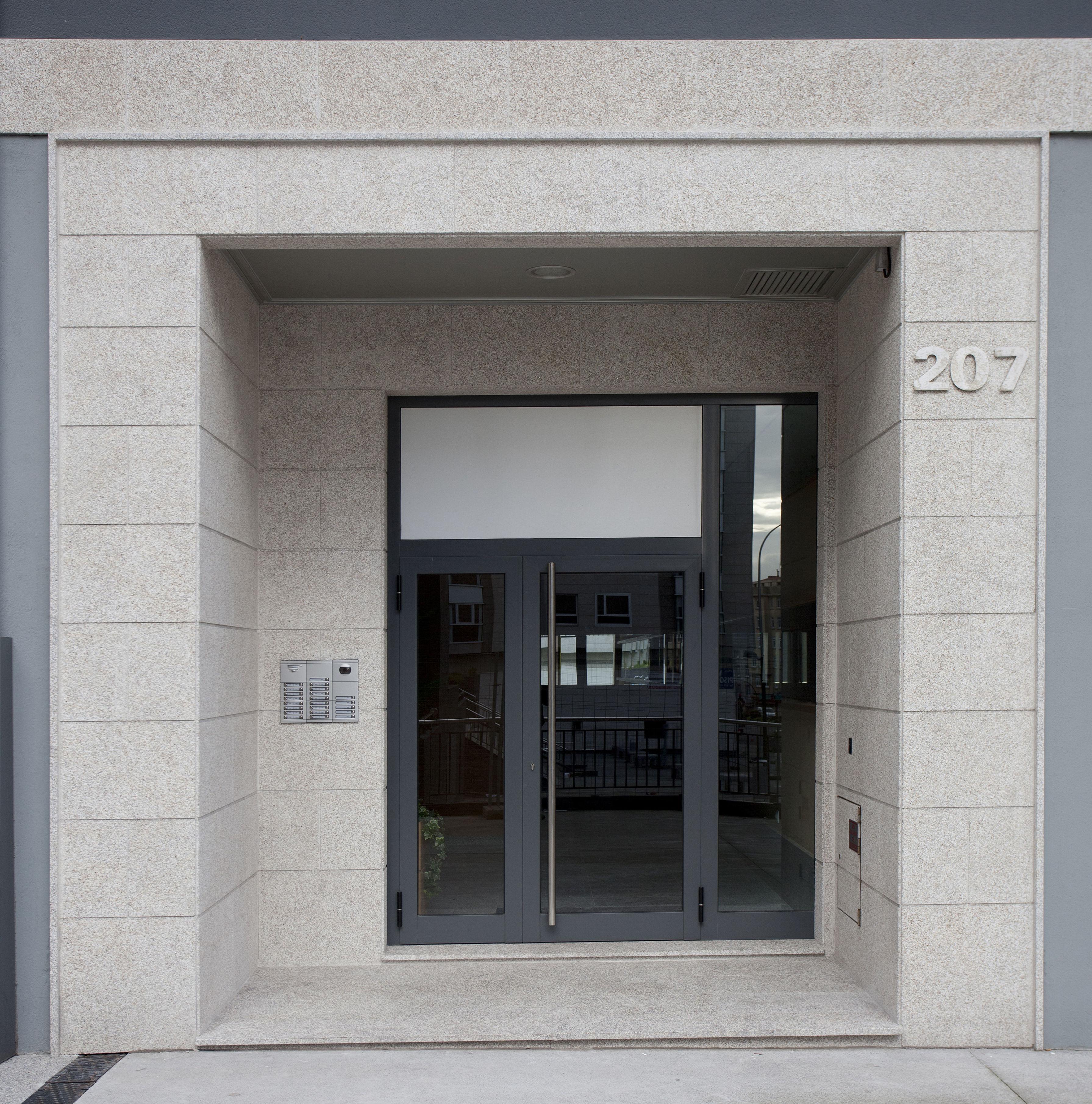 Portal exterior en granito Silvestre (A CORUÑA)