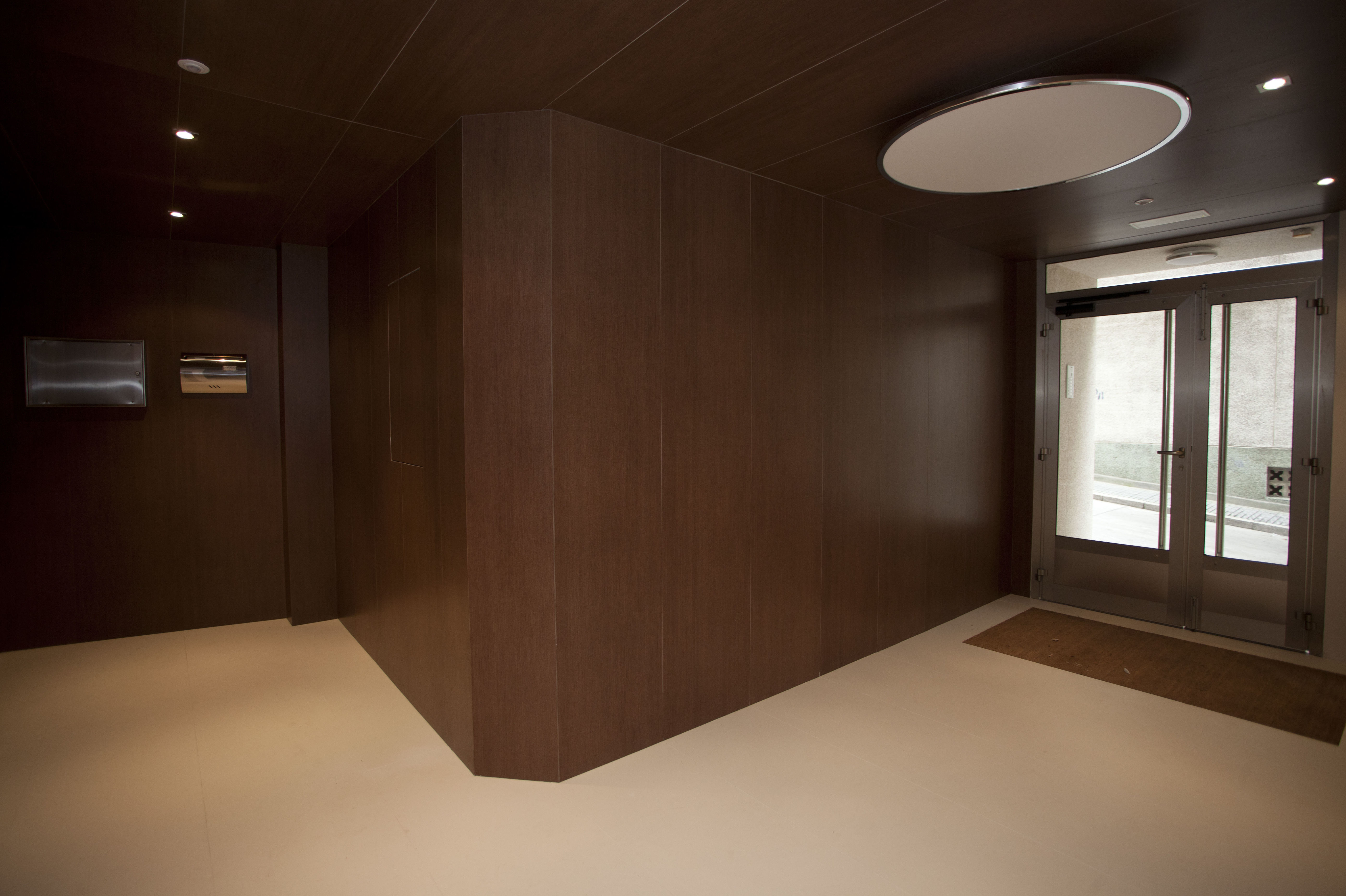 Portal interior en porcelánico (A CORUÑA)