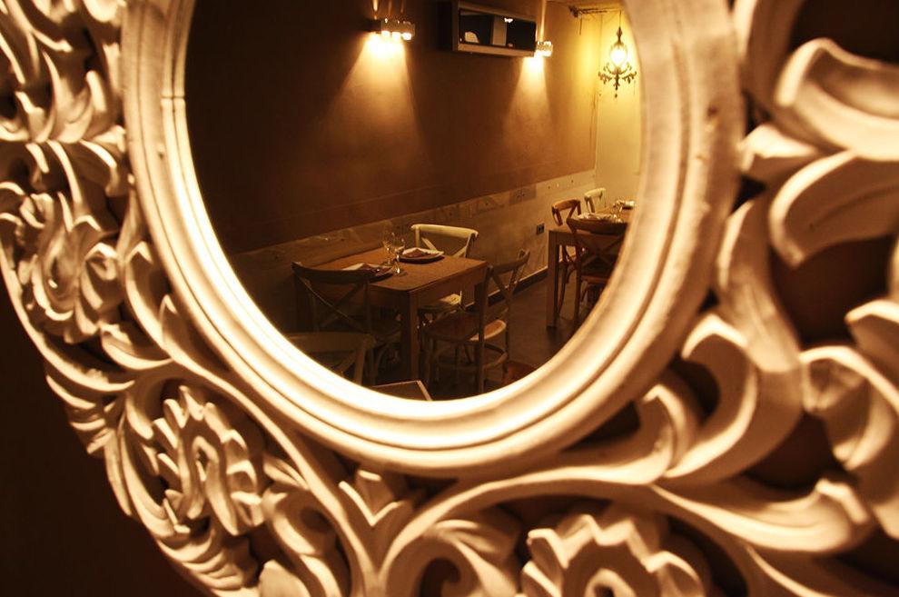 Imagen del restaurante desde un espejo
