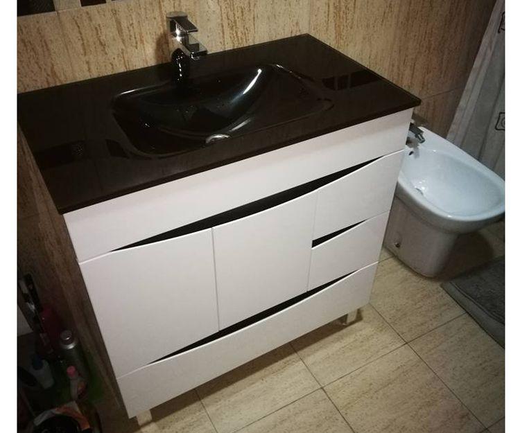 Fontanero instalador de muebles de baño