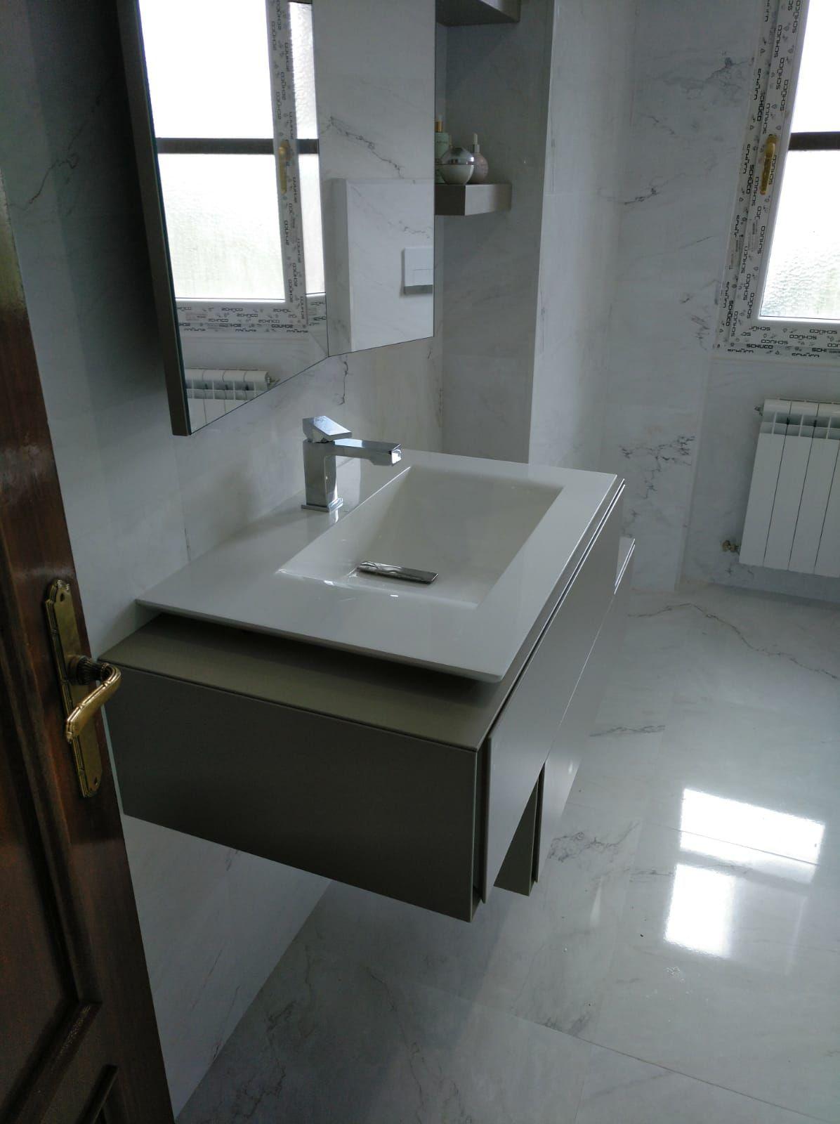 Reformas de baños: Servicios  de Thisan Construcciones y Reformas