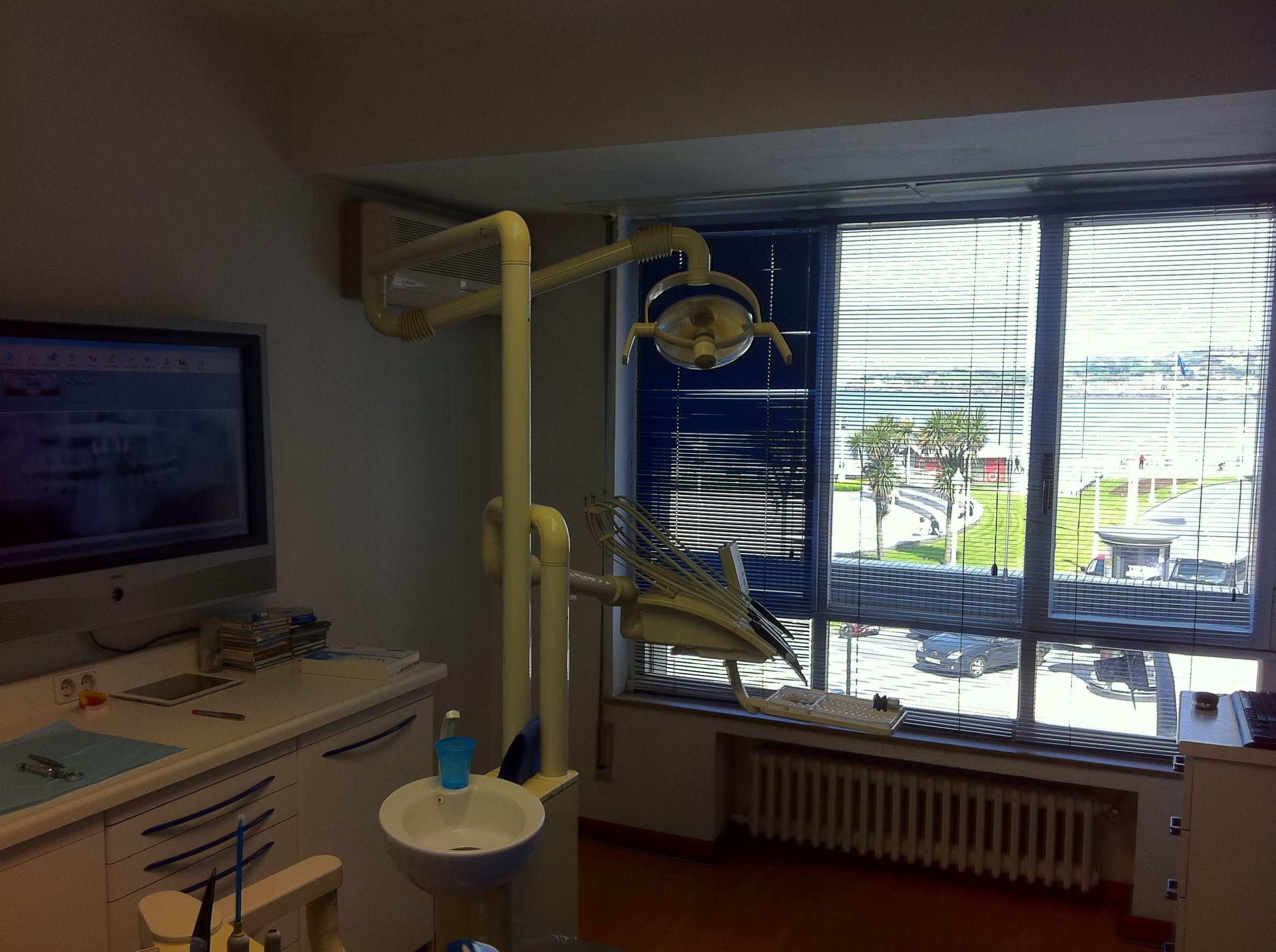 Foto 1 de Clínicas dentales en Gijón | Clínica Dental Santiago G. Fdez. - Nespral