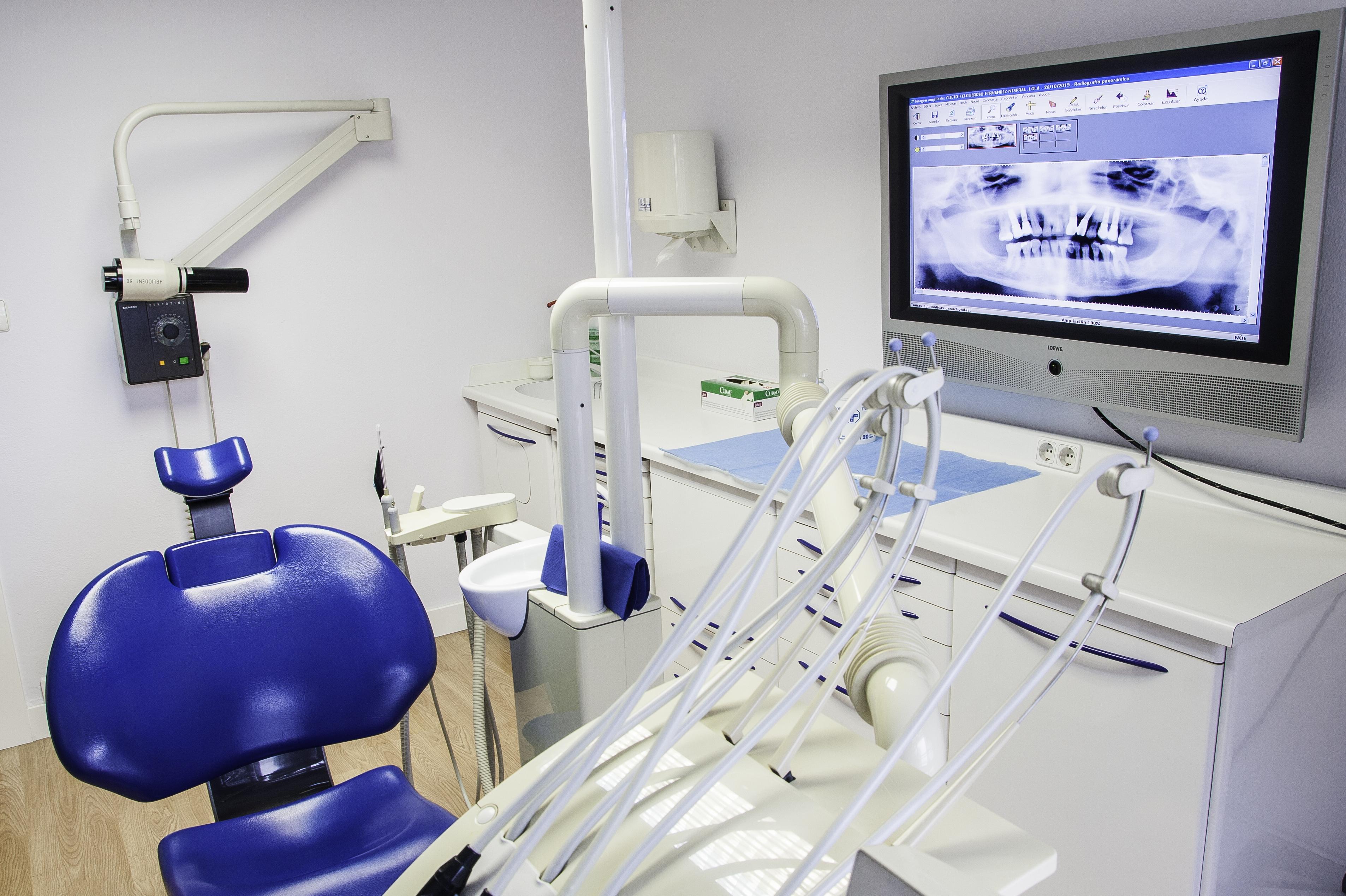 Foto 3 de Clínicas dentales en Gijón | Clínica Dental Santiago G. Fdez. - Nespral