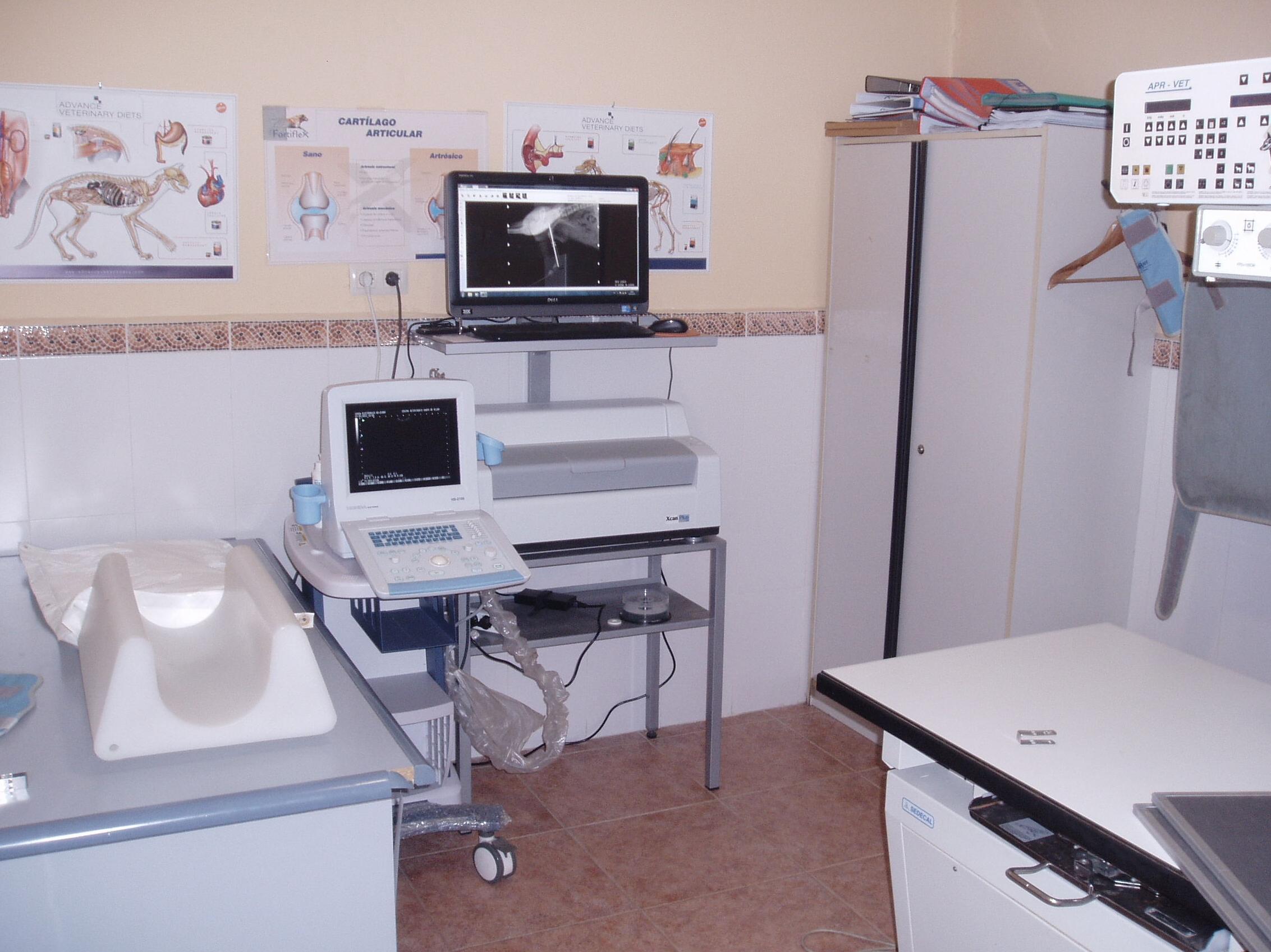 sala de diagnóstico por imagen, aparato de radiologia de alta frecuencia, sistema de revelado digital, y ecografo