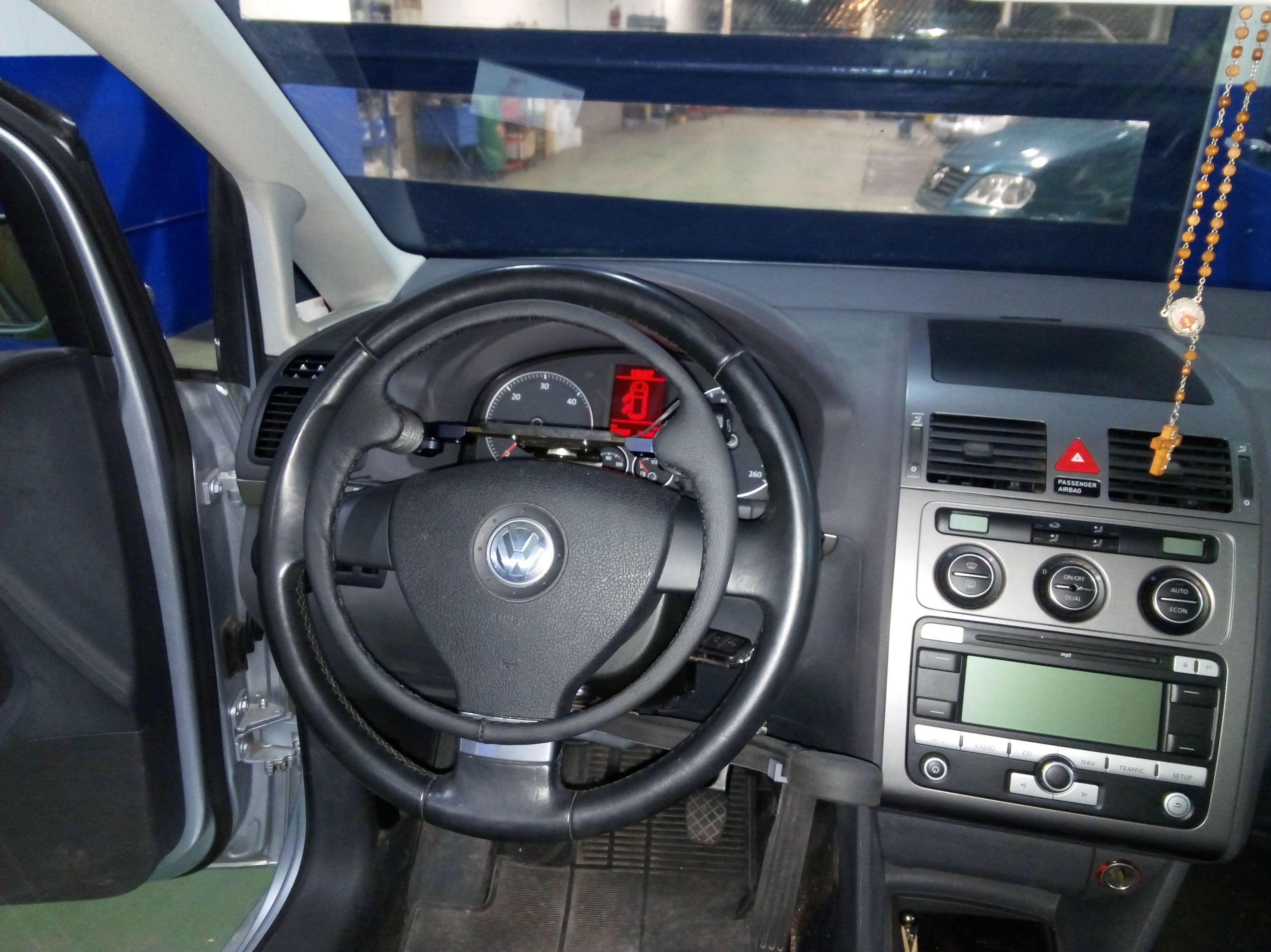 Acelerador electronico sobre volante extraible y freno de servicio