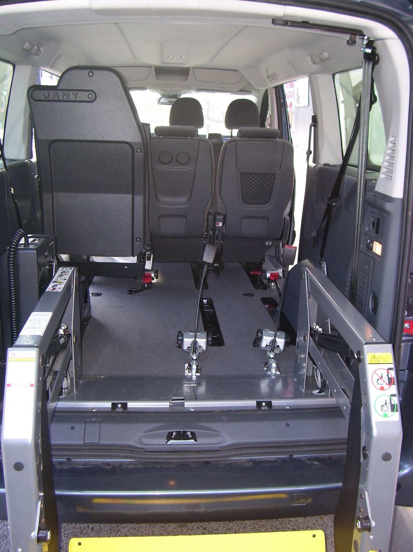 Soluciones para el transporte. Plataforma elevadora, anclajes y cinturones para silla de ruedas