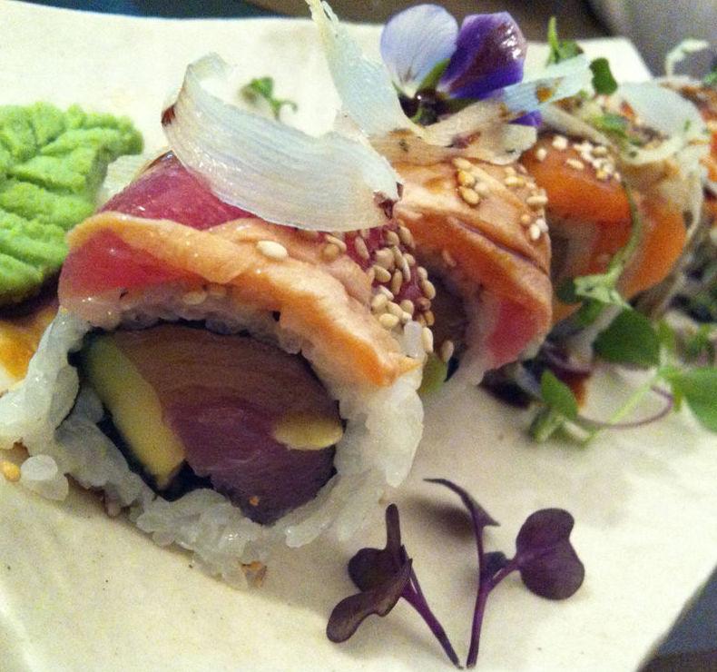 Maki rainbow roll