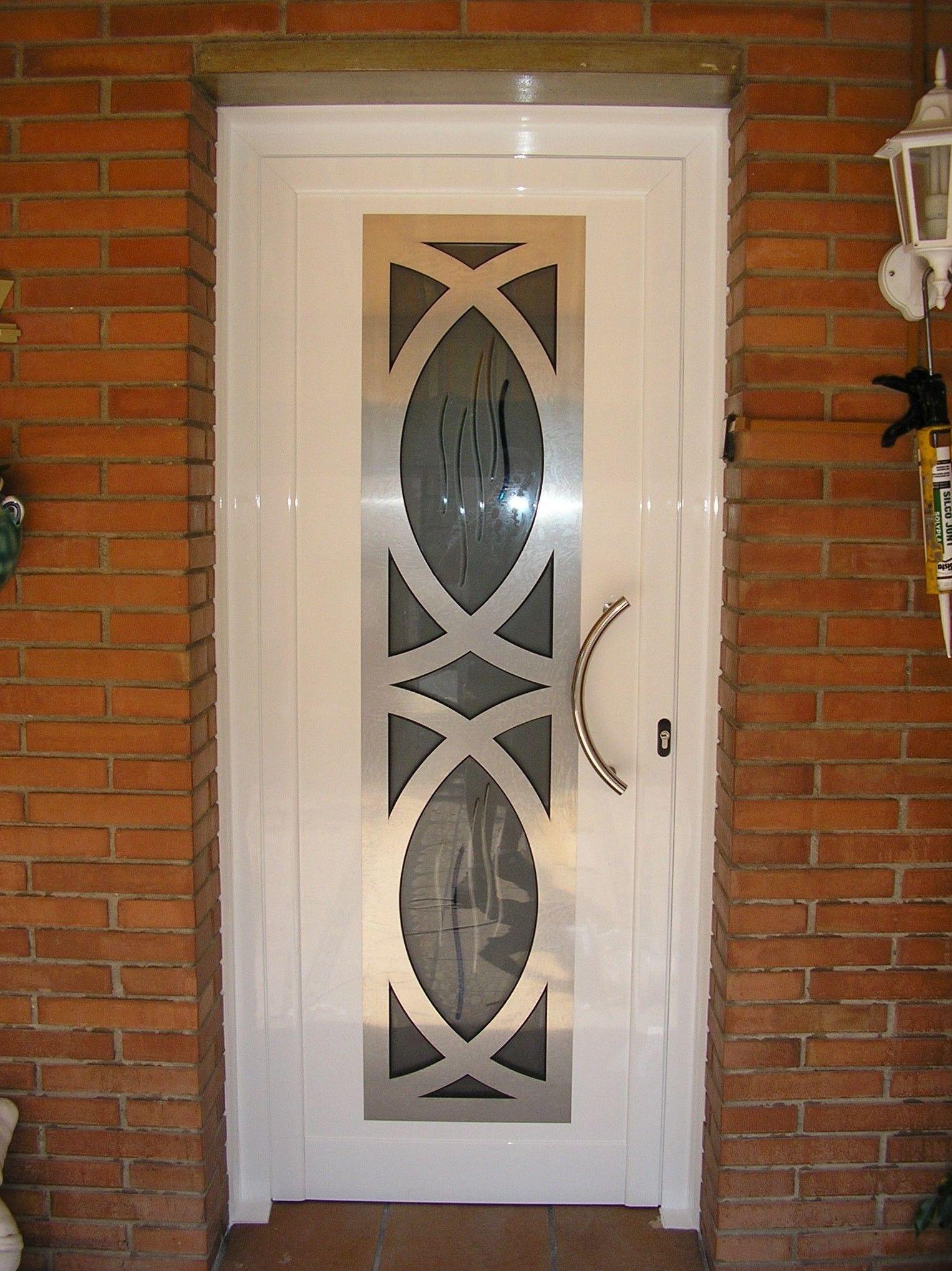 Foto 14 de puertas en manresa aluminismanresa for Puerta entrada vivienda