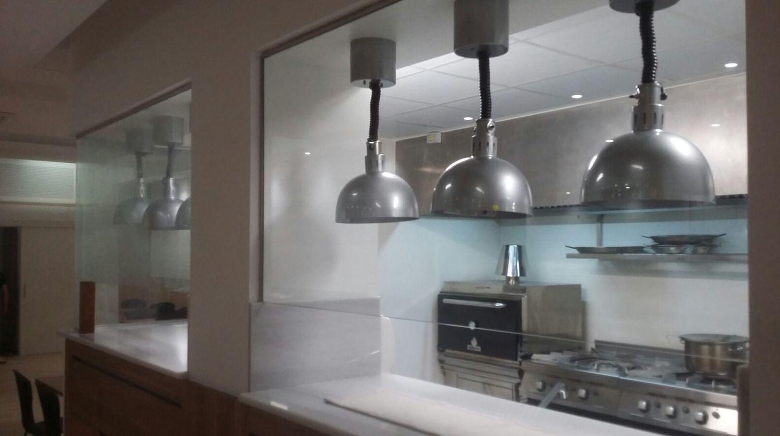 Somos expertos en ventanas, mosquiteras, persianas y puertas de madera.
