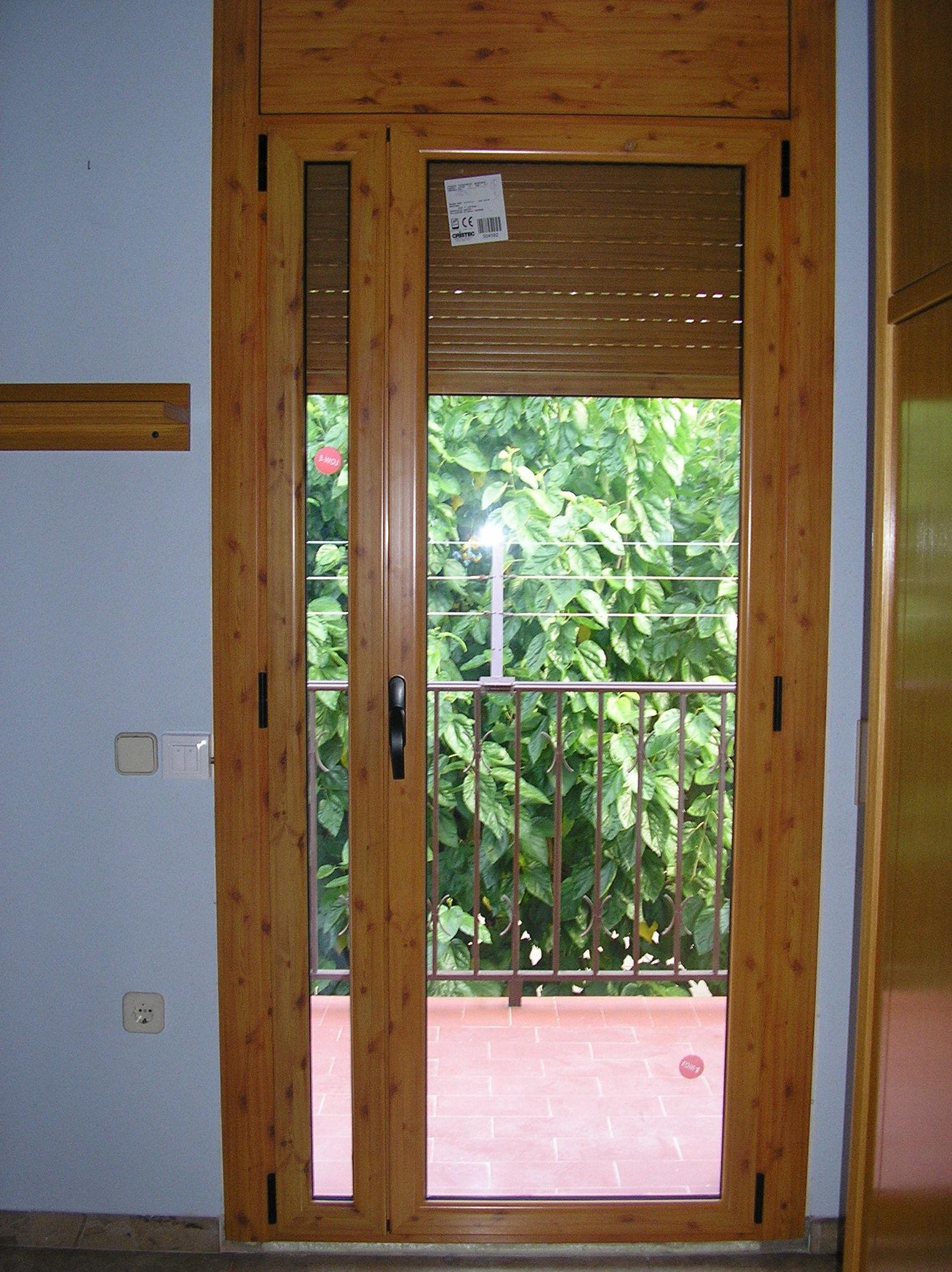 ventana color madera