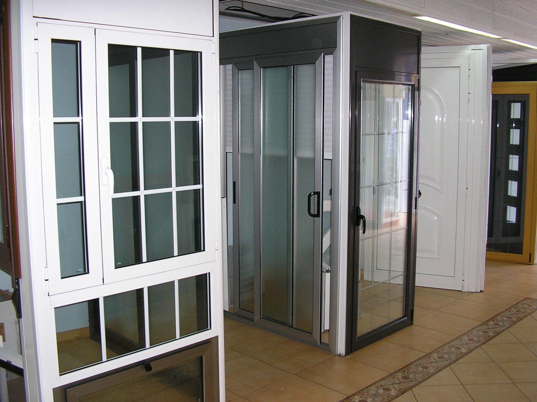 Expositor de puertas y ventanas de aluminio