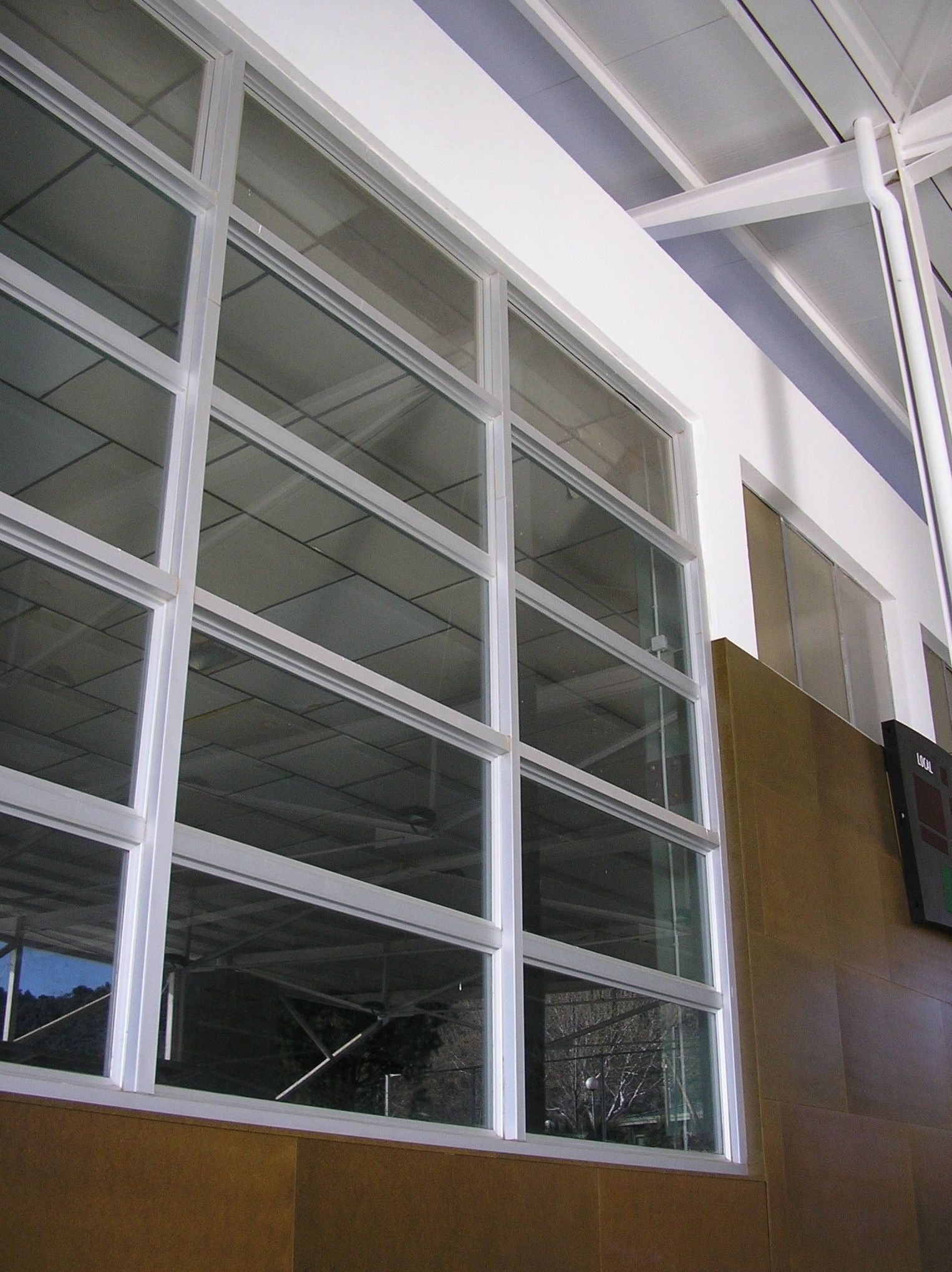 Ventana de aluminio blanco