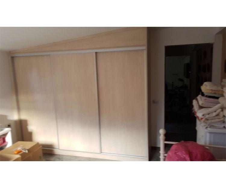 Armario de madera para habitación