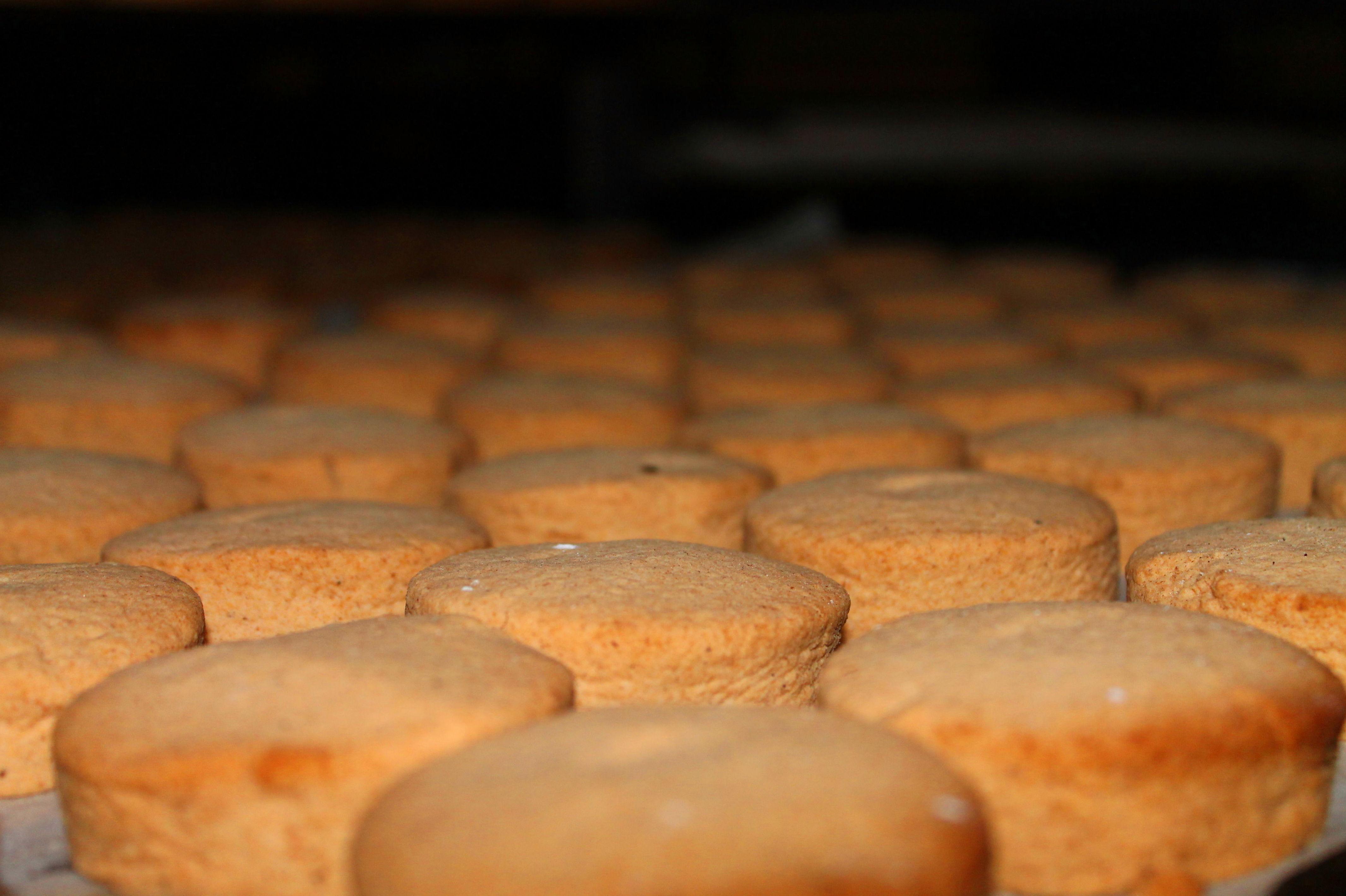 Foto 39 de Obrador artesano con amplia variedad de panes en Jaén | Panaderías y Confiterías Rodríguez