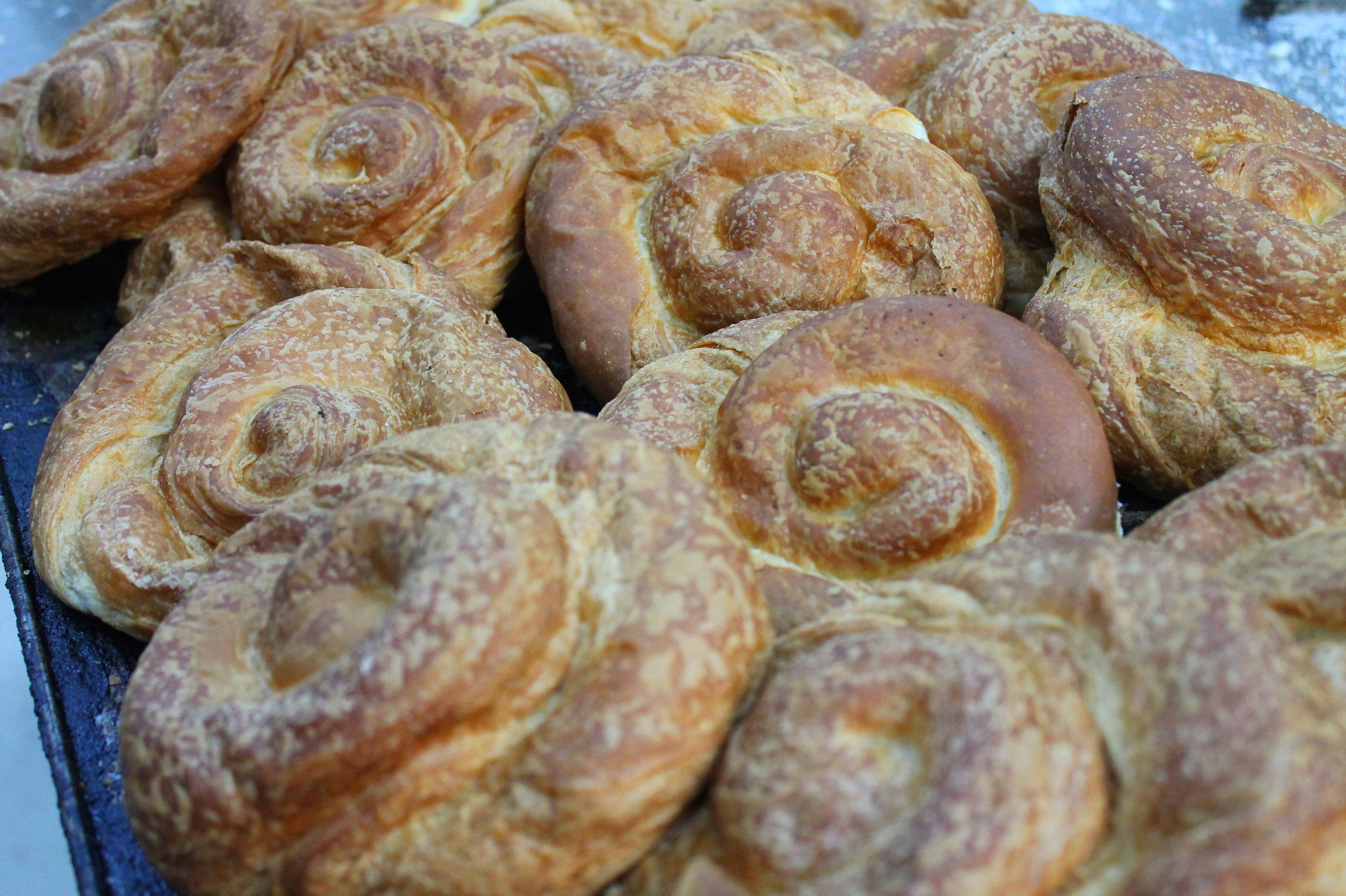 Foto 48 de Obrador artesano con amplia variedad de panes en Jaén | Panaderías y Confiterías Rodríguez