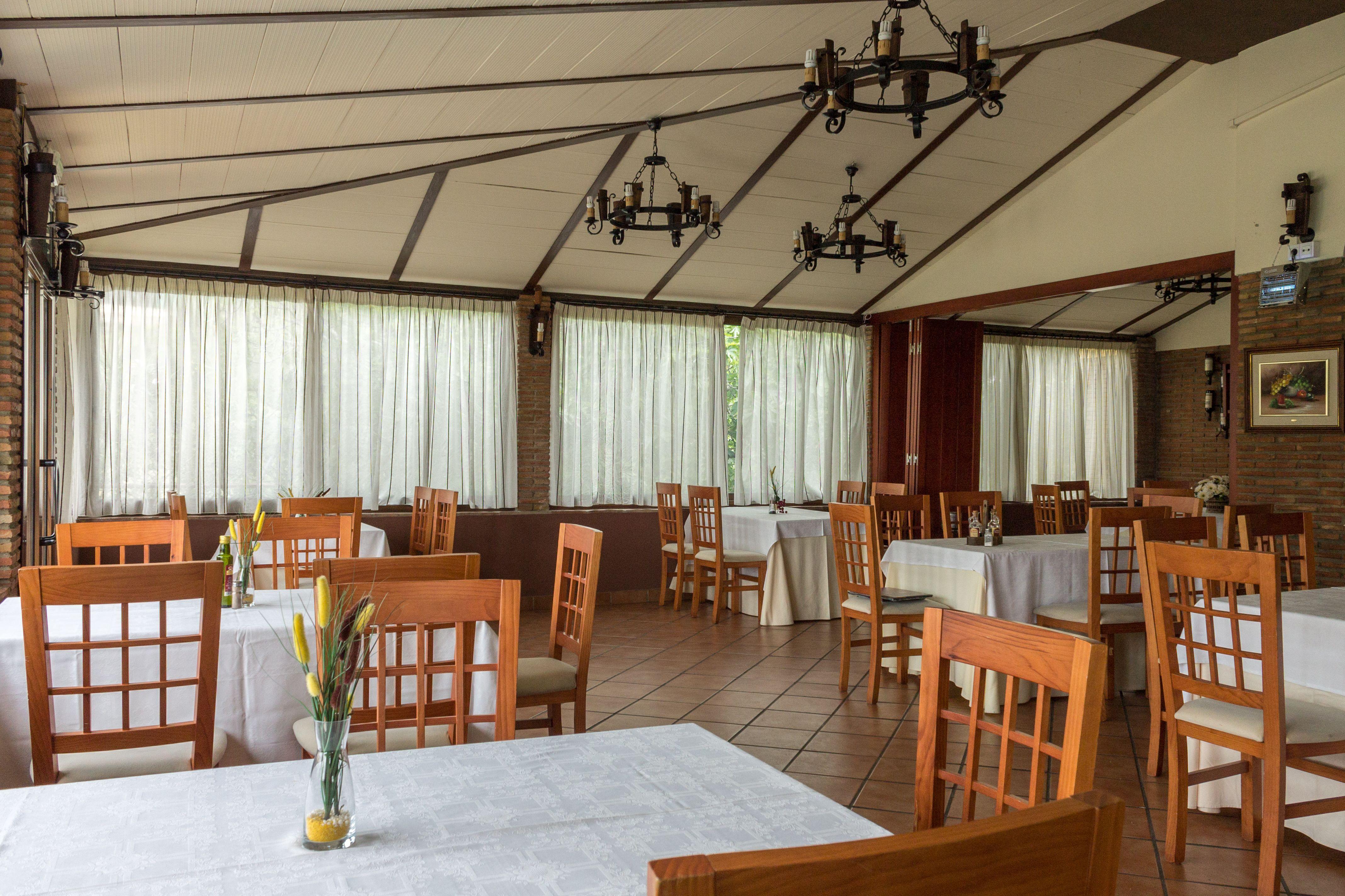 Restaurante con amplio salón para celebrar cualquier evento