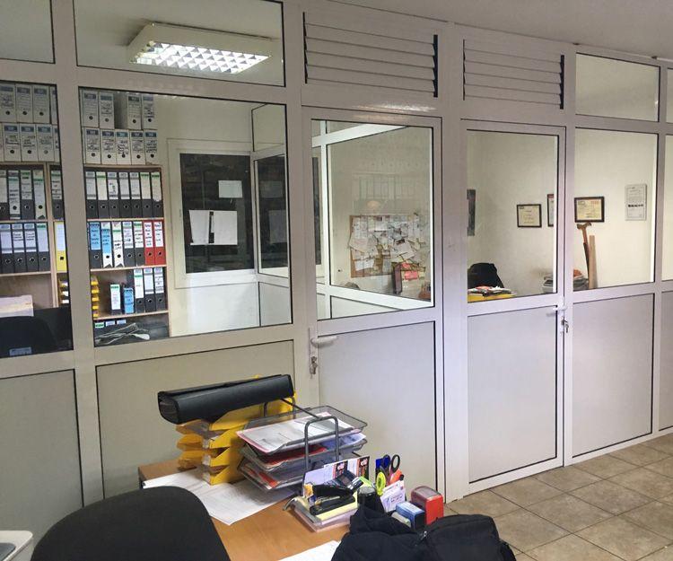 Divisiones de oficinas con carpintería de aluminio
