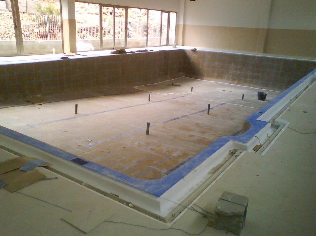 Proceso de construcción. Iniciando el proceso de chapado con gresite