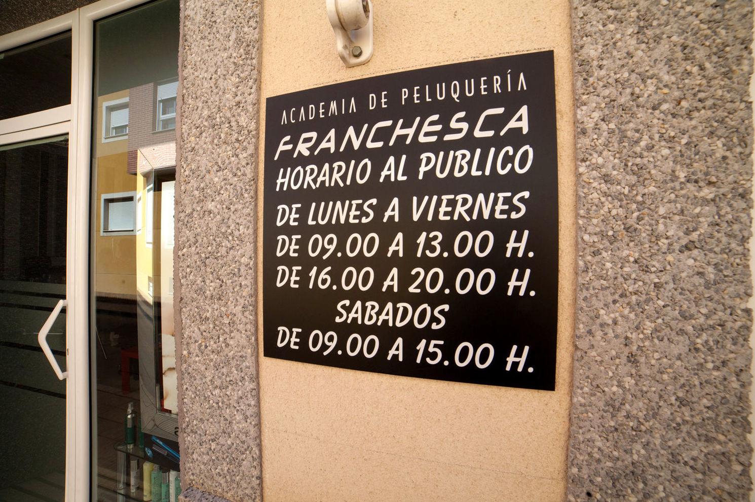 Horario de la academia de peluquería en Los Dolores (Cartagena)