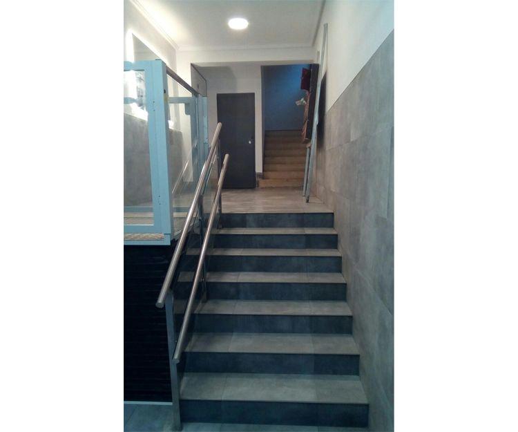 Construcción de escalera para portal