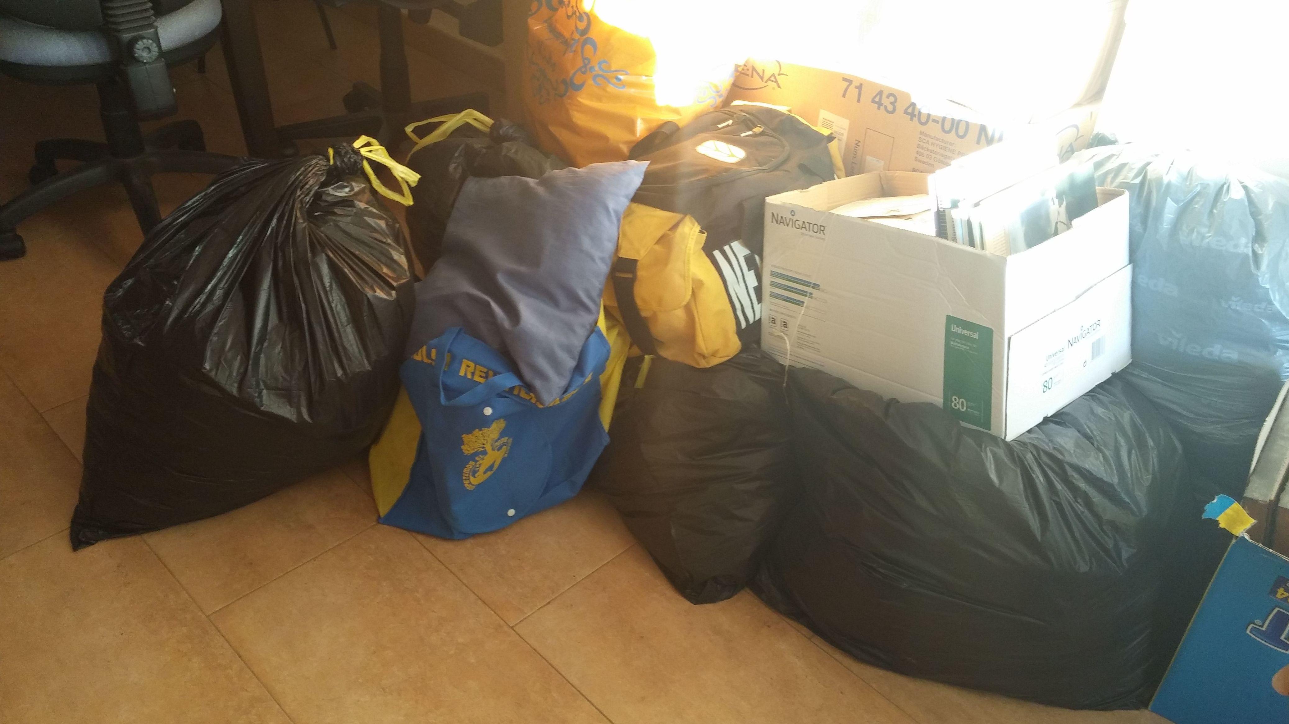 Primeras bolsas de ropa recogidas
