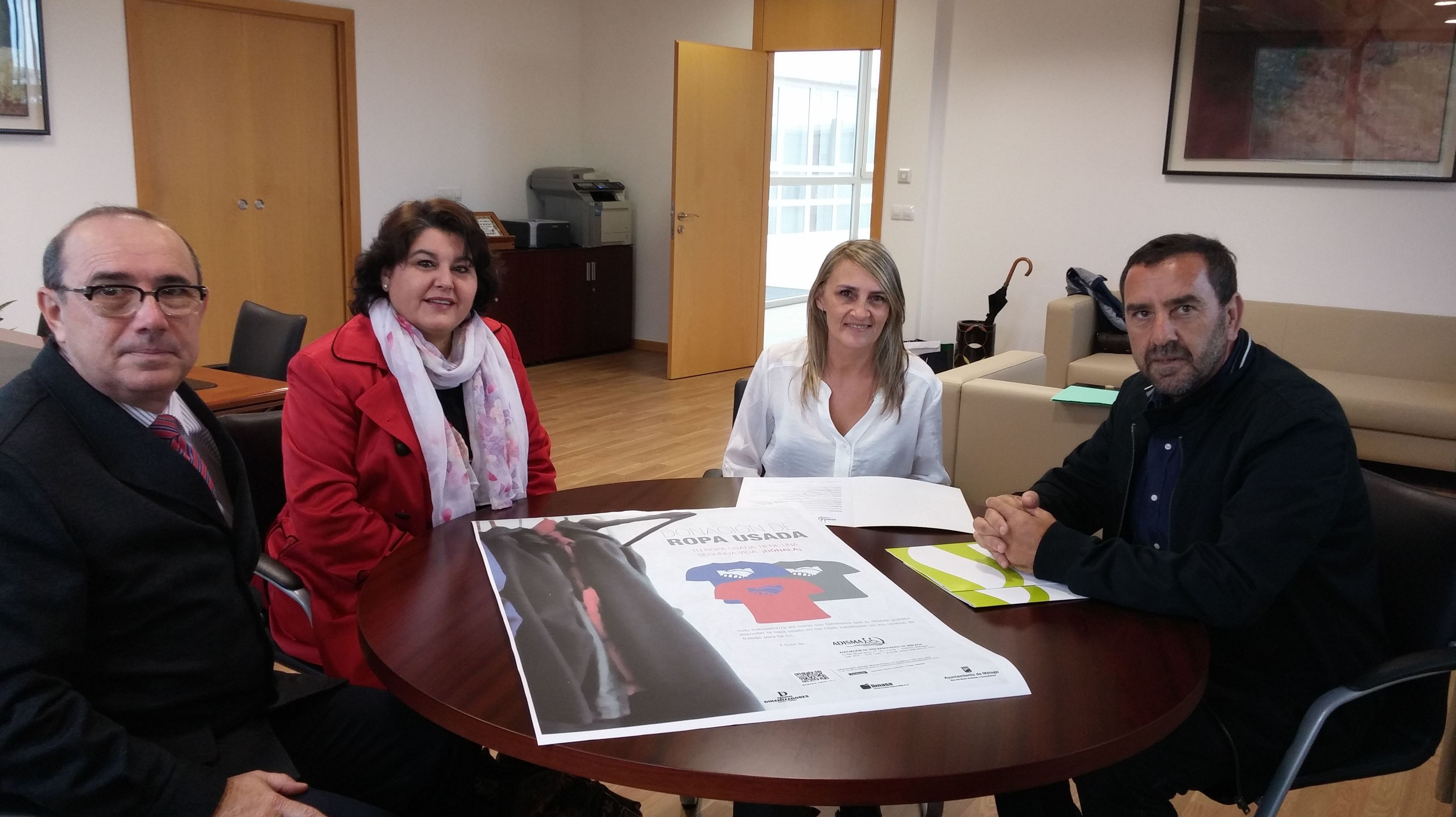 Firma del convenio con Limasa, para recogida de ropa en sus instalaciones