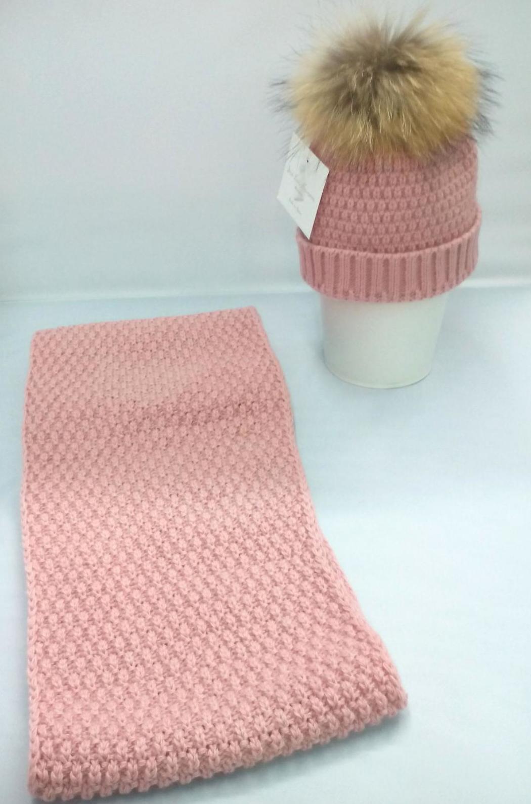 Conjunto de gorro con pompón y cuello rosa palo de Jose Luis Navarro