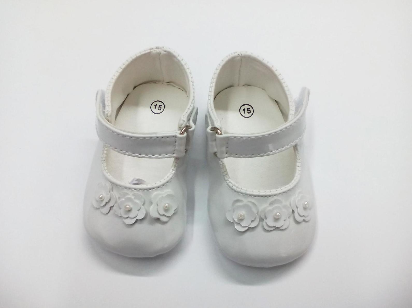 Zapato de bebé niña sin suela blanco con flores