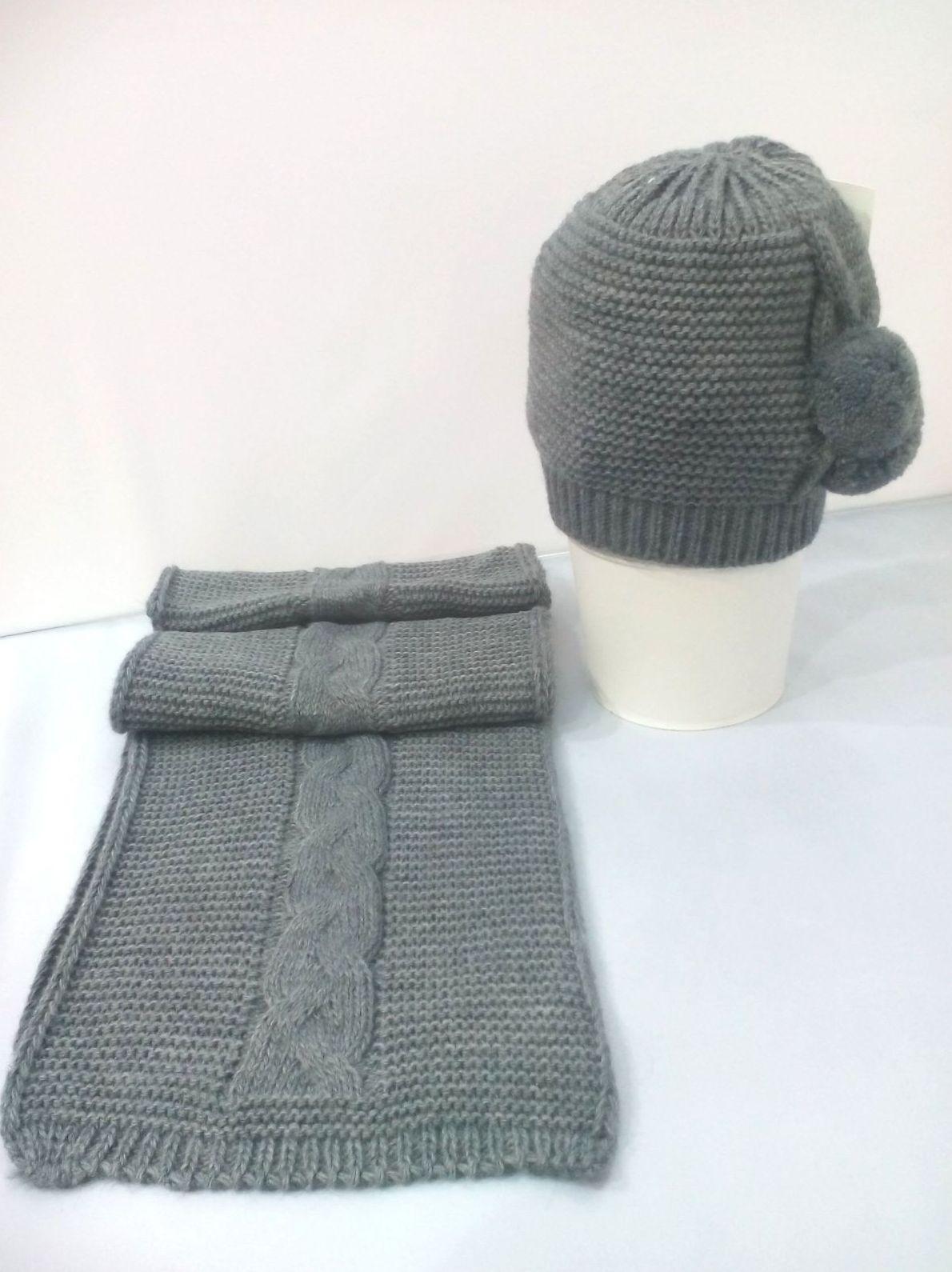 Conjunto de gorro y bufanda de niña Pompón en gris