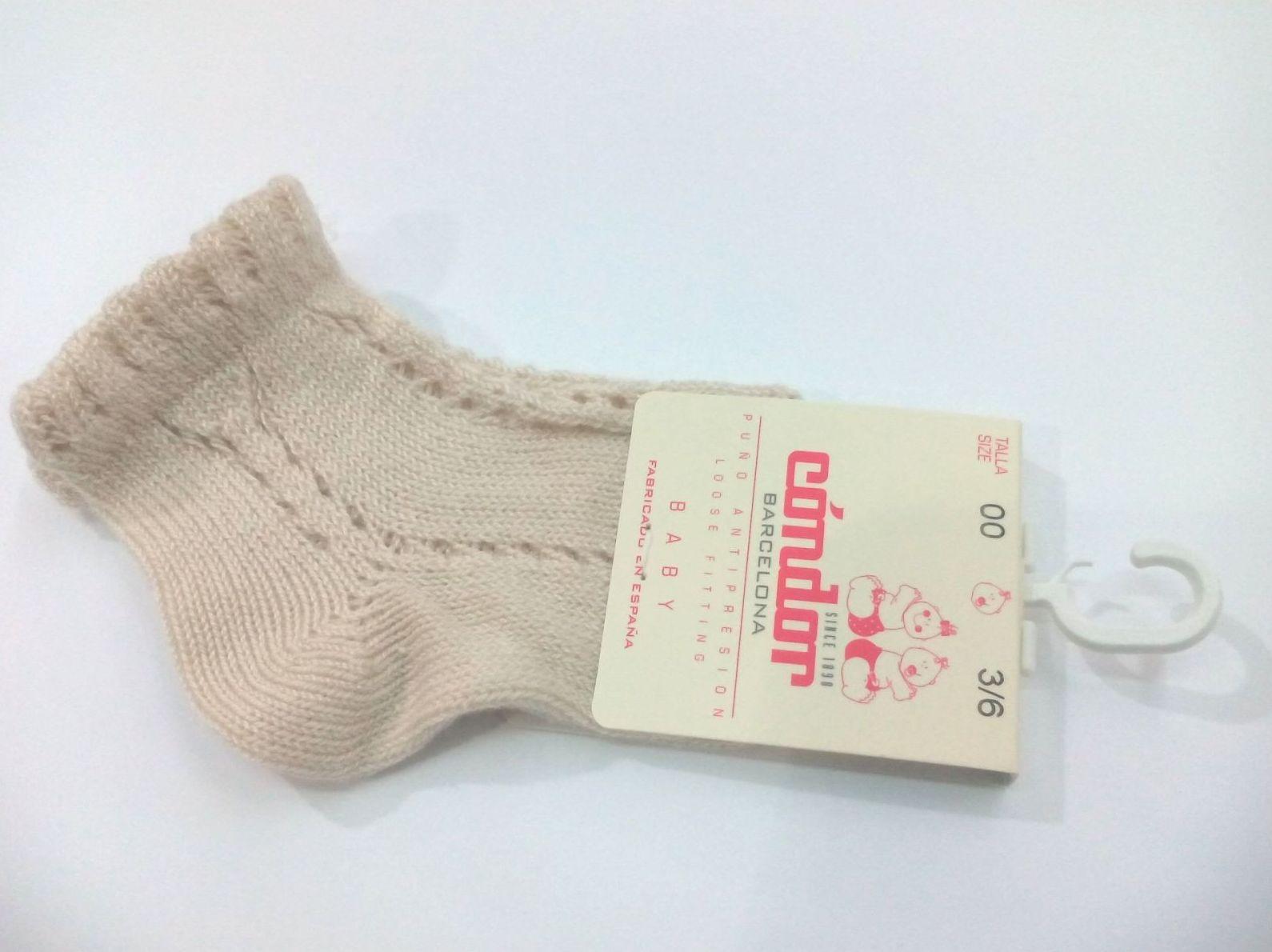 Calcetines cortos calados perlé color lino de Cóndor