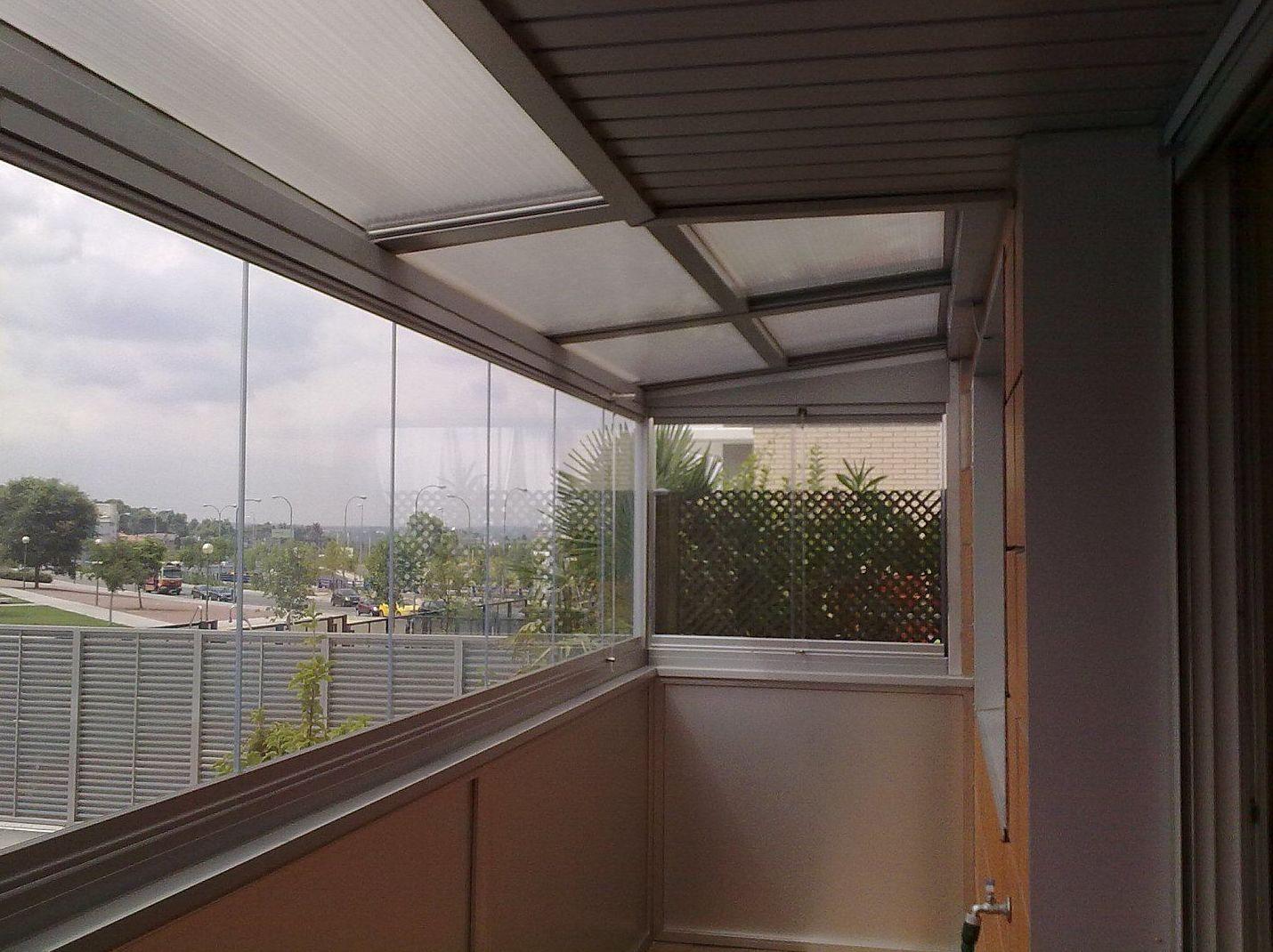 Especialistas en cerramiento de terrazas con cortinas de cristal en Madrid