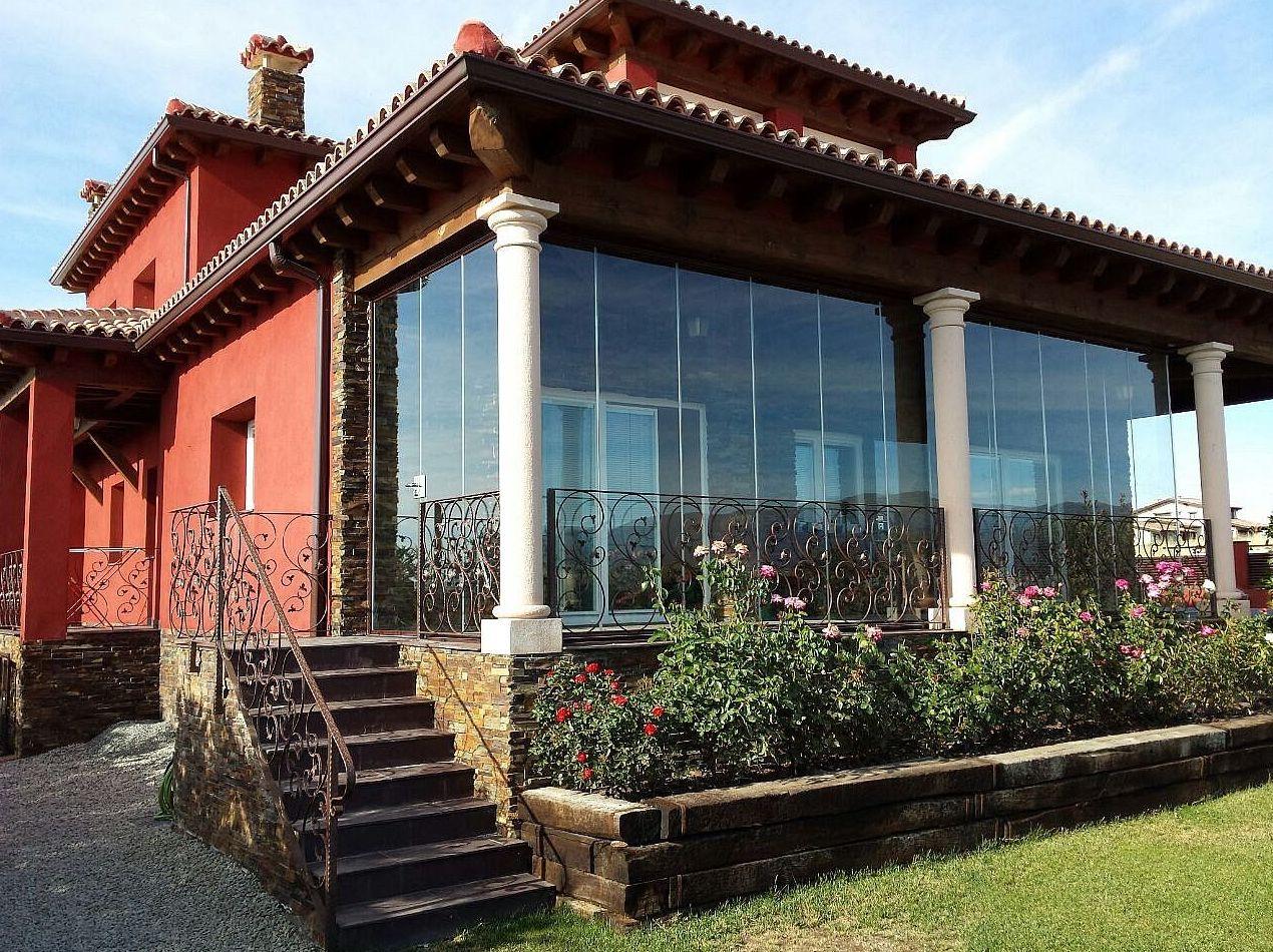 Especialistas en instalación de cortinas de cristal en Madrid