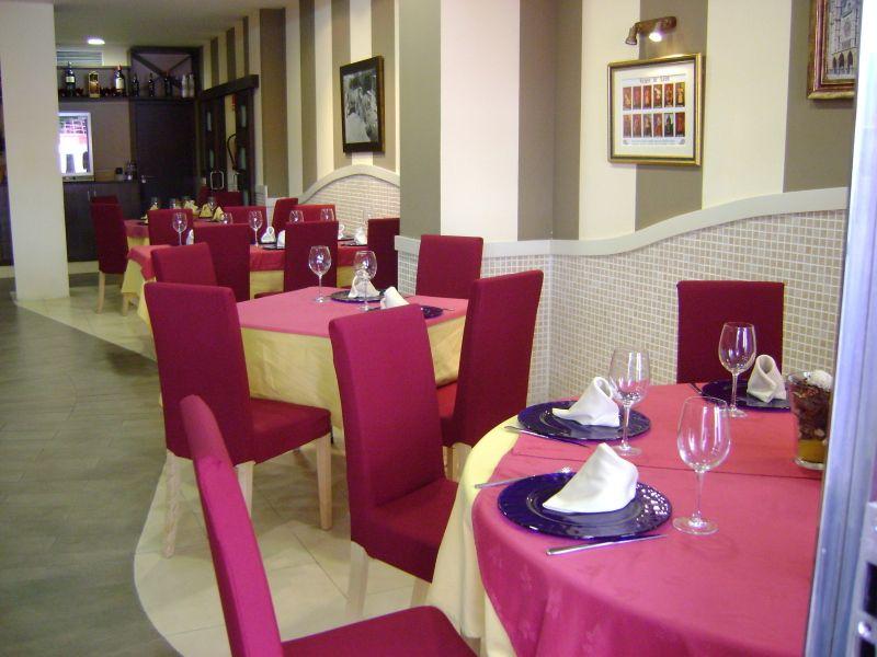 Foto 9 de Cocina castellano-leonesa en Sevilla | Bar La Pulchra