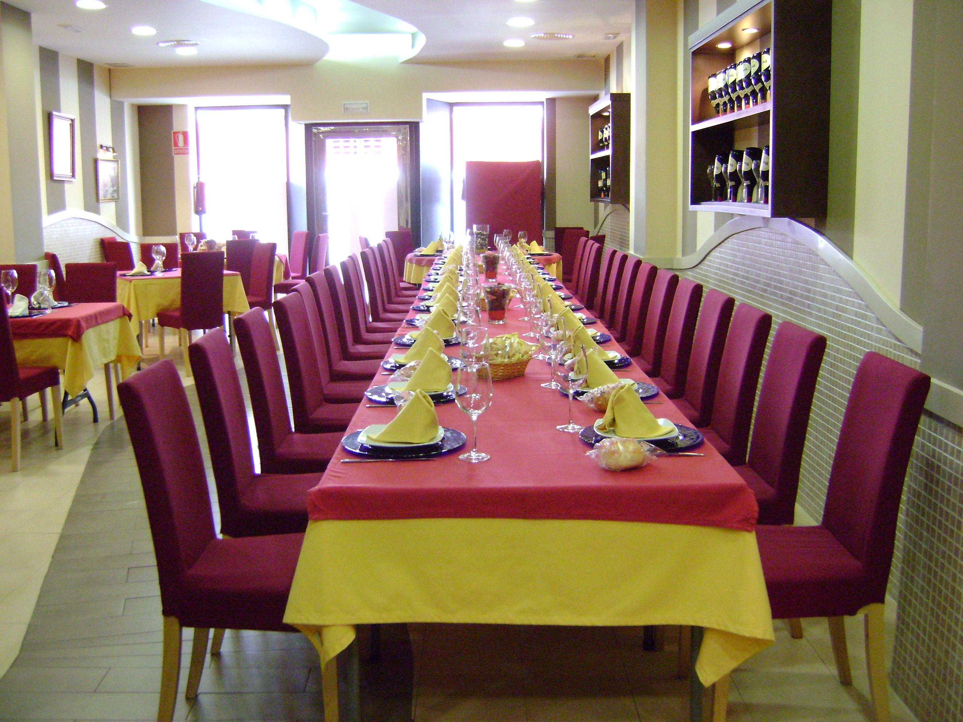 Foto 12 de Cocina castellano-leonesa en Sevilla | Bar La Pulchra