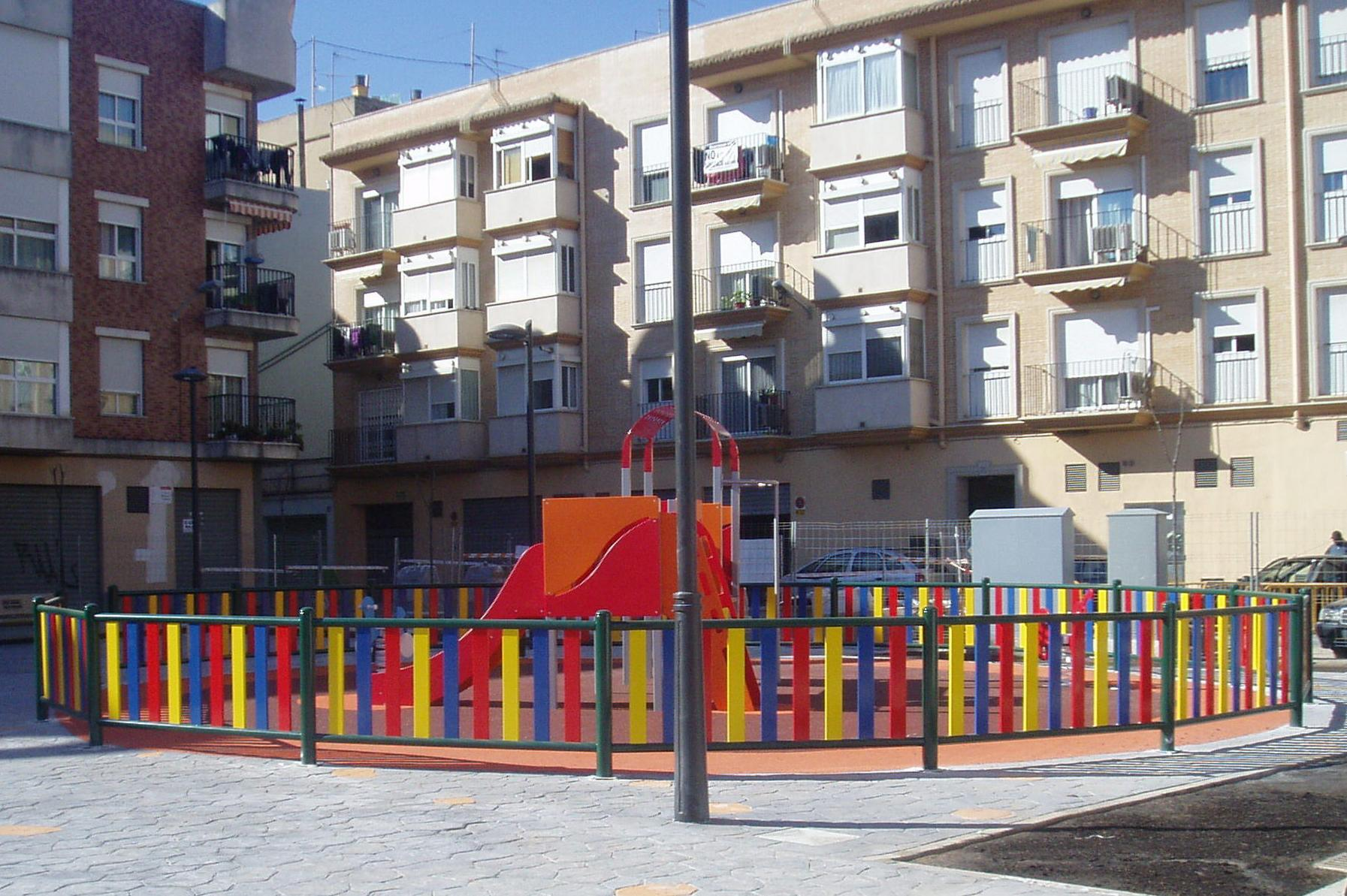 Vallas de colores para parques infantiles