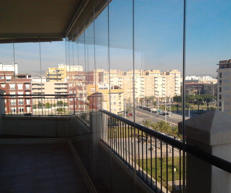 Cerramiento de terrazas con cortinas de cristal