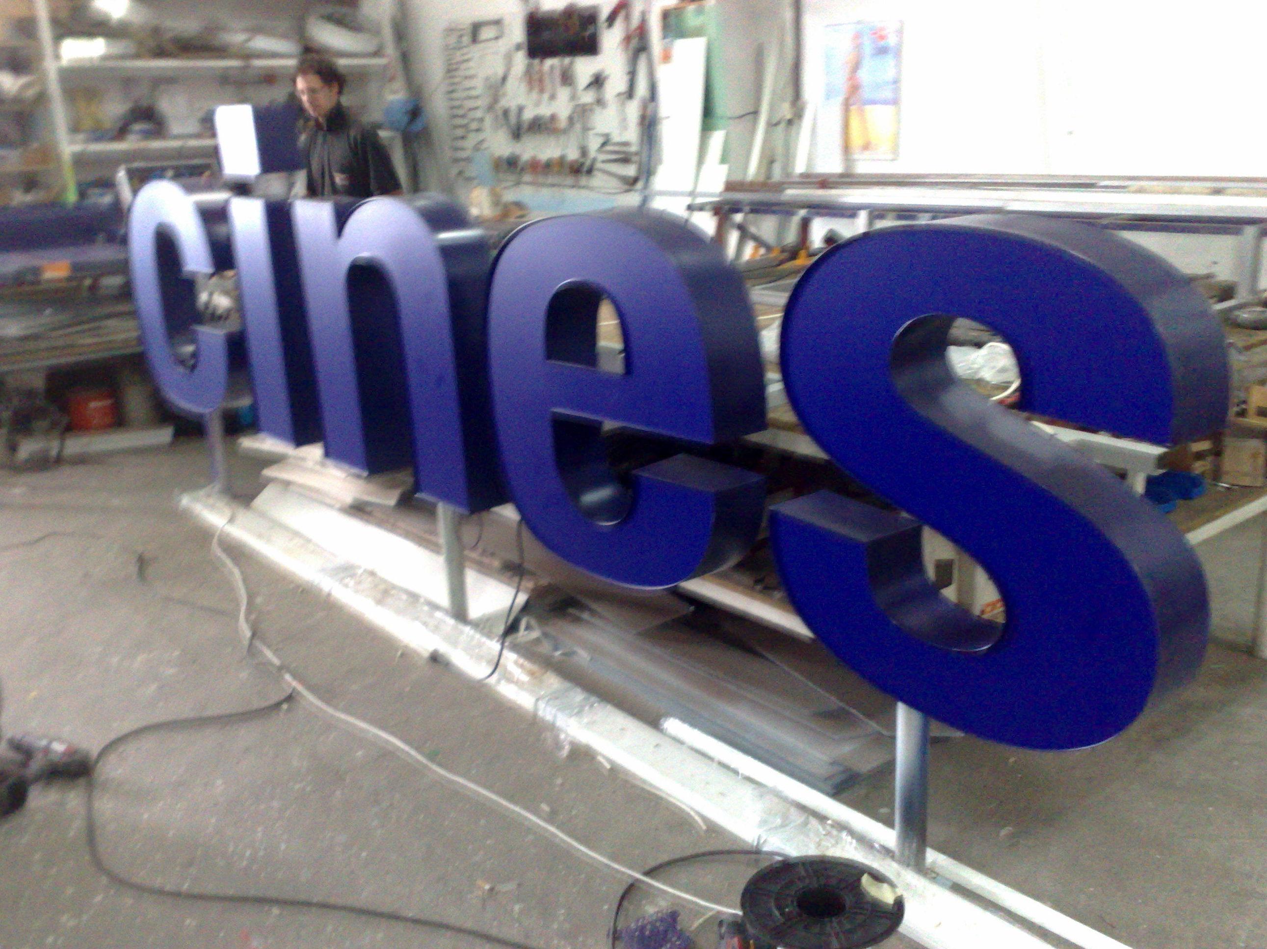 Empresa fabricante de rótulos en letras corpóreas de metacrilato en Las Palmas de Gran Canaria