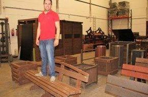 Empresa de Carlet fabrica mobiliario con el 70% de residuos plásticos y el 30% de paja de arroz