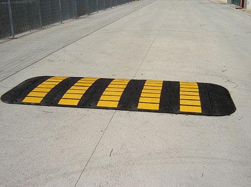 Reductores de velocidad: ¿Qué podemos ofrecerte? de CM PLASTIK RECYCLING