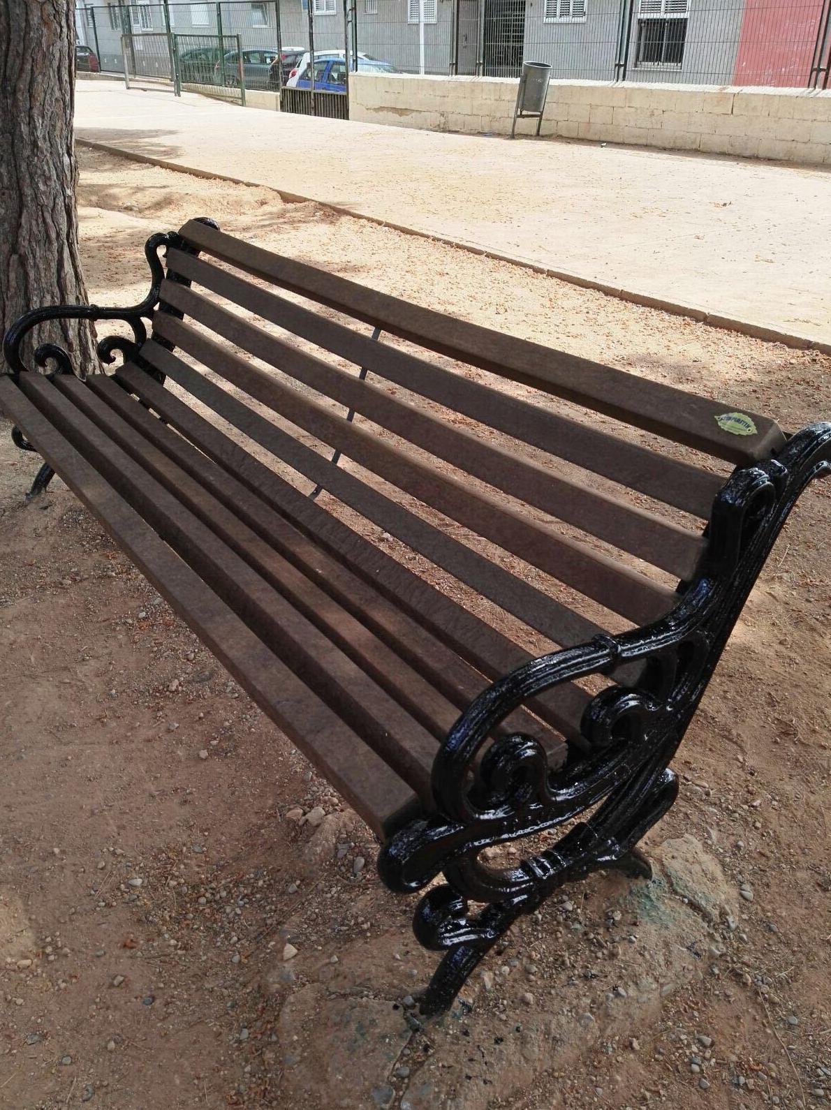 Sustitución de perfiles en banco romántico y pintado de patas