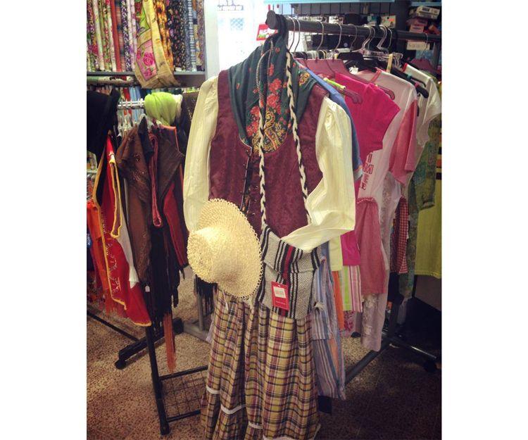 Realización de trajes regionales en Santa Cruz de Tenerife