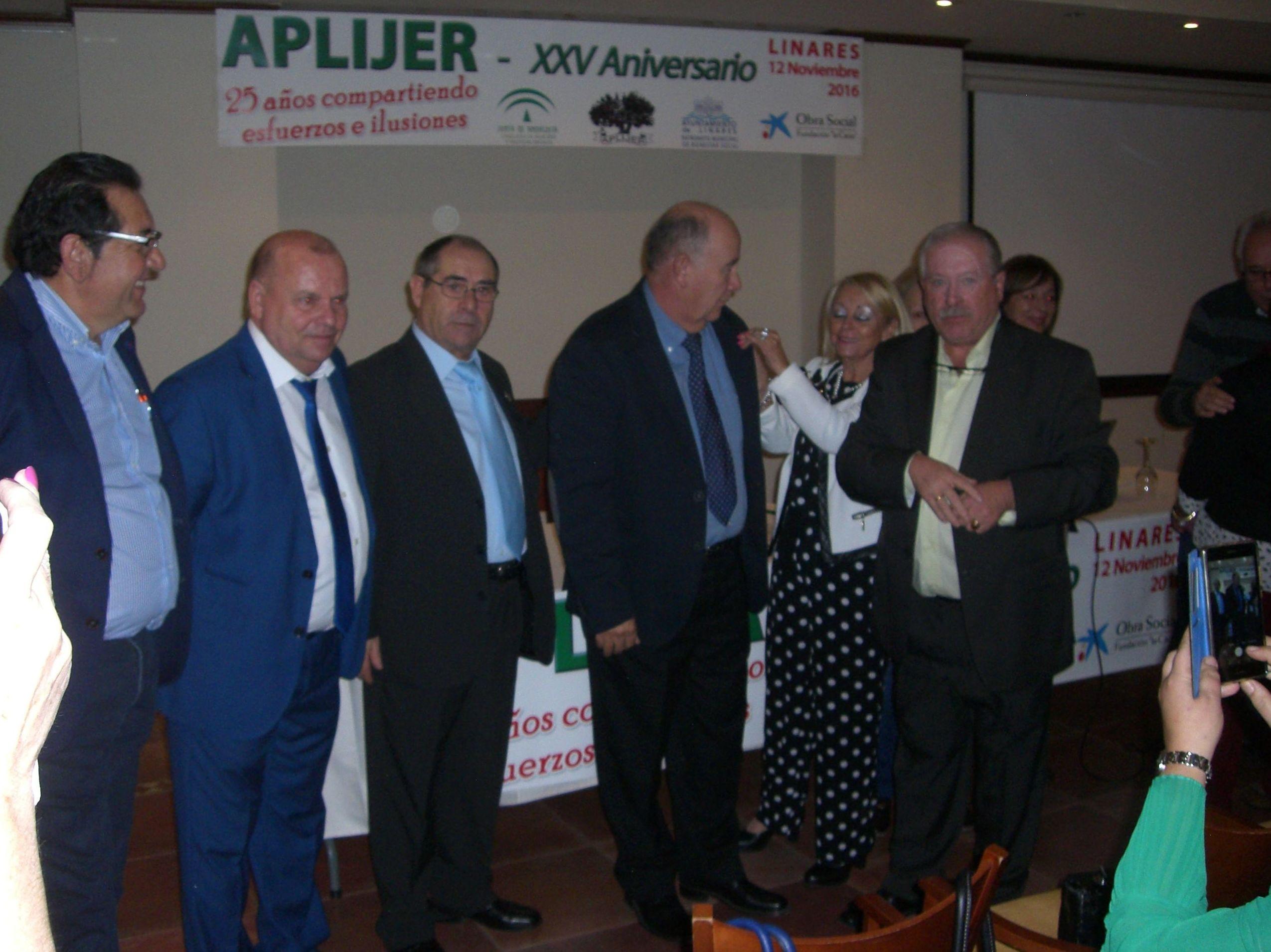 Entrega Reconocimiento a D.Francisco Abad Dominguez Presidente de FAJER con motivo del XXV aniversario de APLIJER