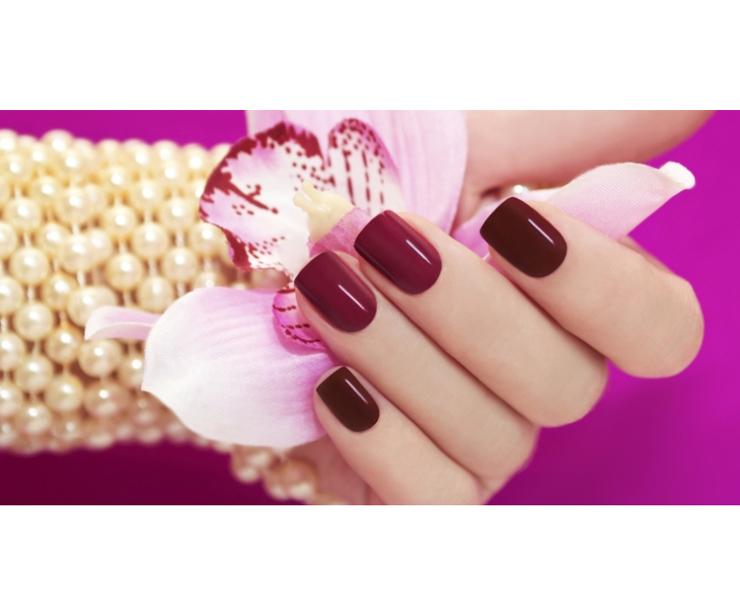 Esmaltado de uñas semi-permanente