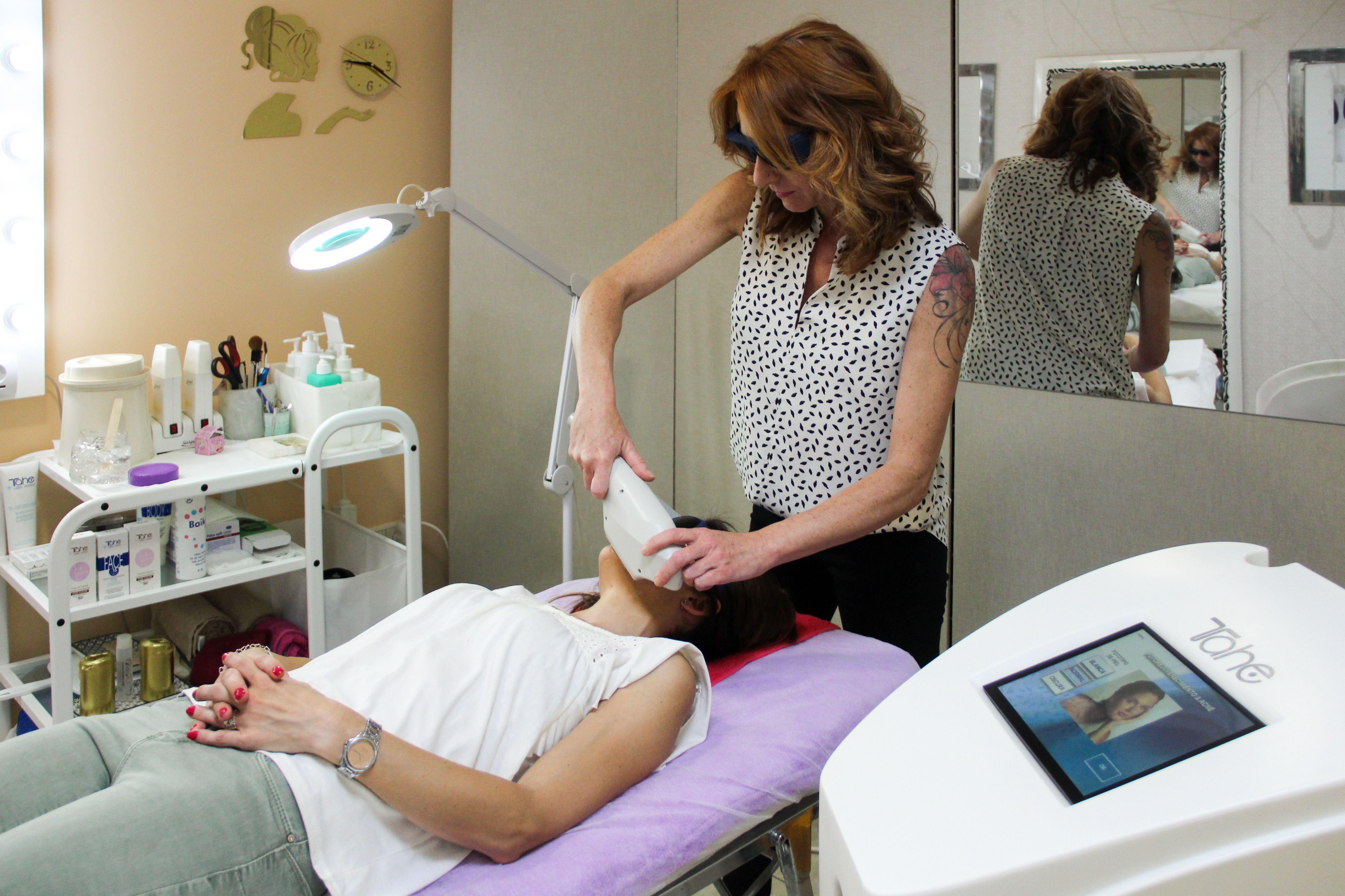 Tratamiento facial de alta cosmética Tahirah