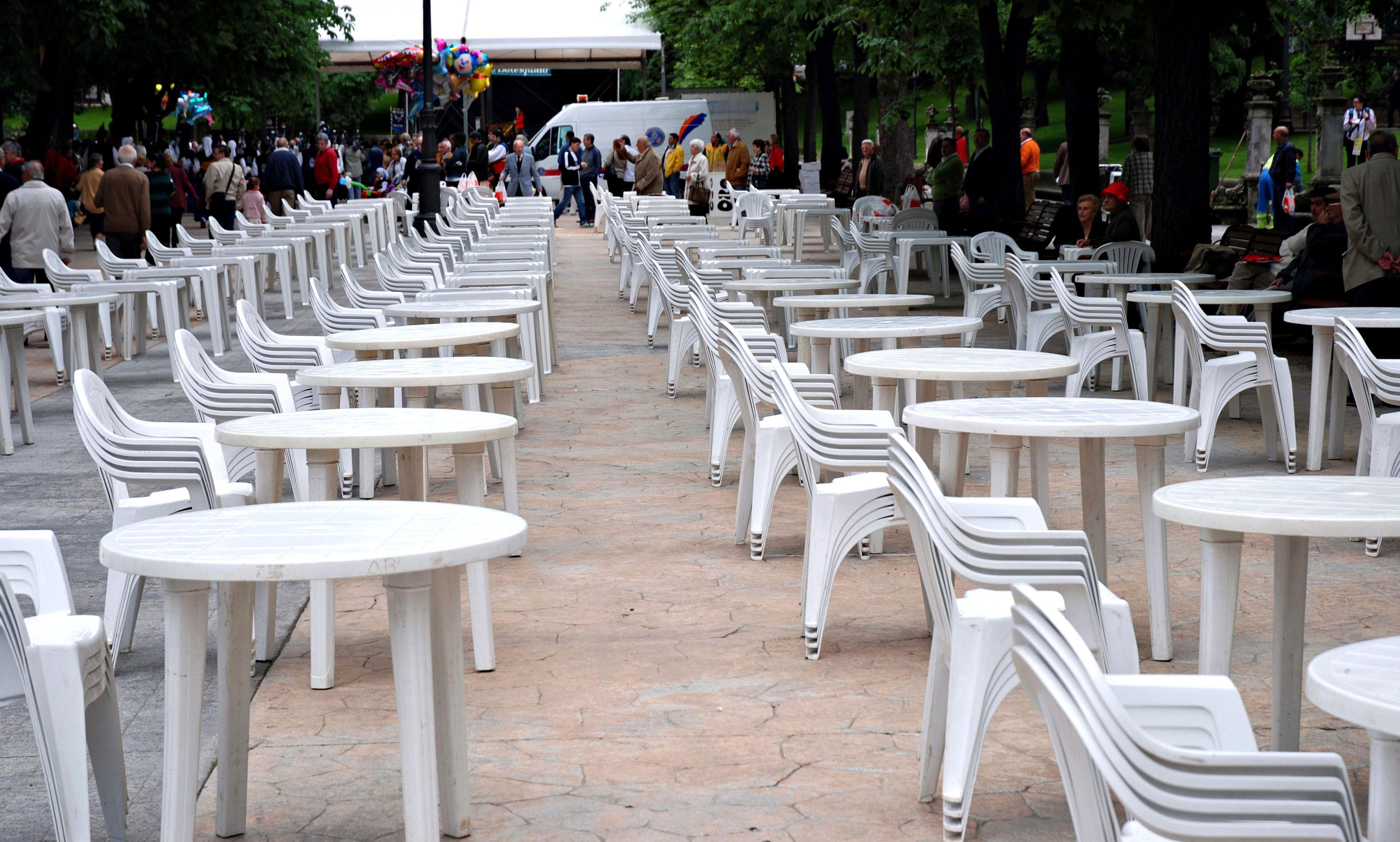 Alquiler de mesas y sillas para terrazas, en Asturias.