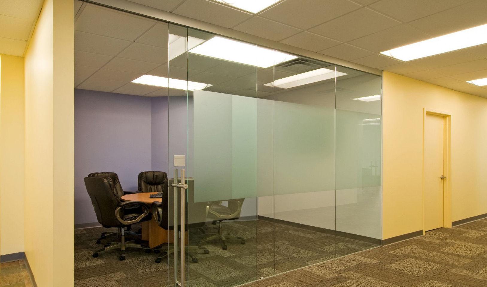 Puerta de cristal para sala de reuniones de oficina
