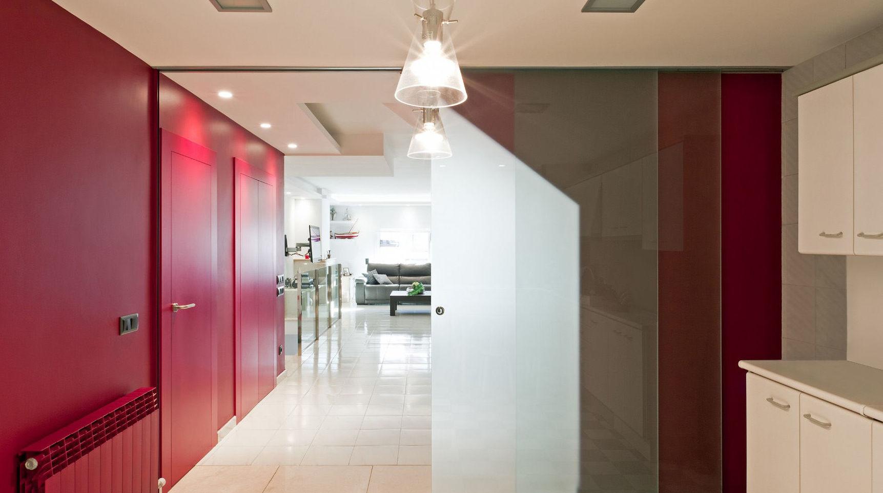 Dos puertas de cristal para separar espacios de la vivienda