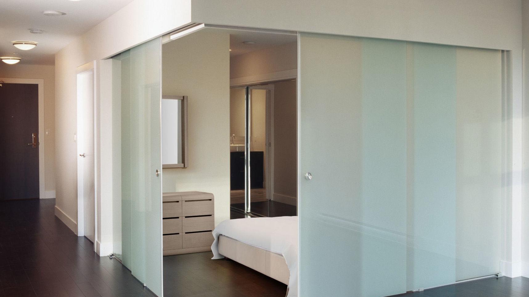 Cuatro puertas de cristal para separar habitación