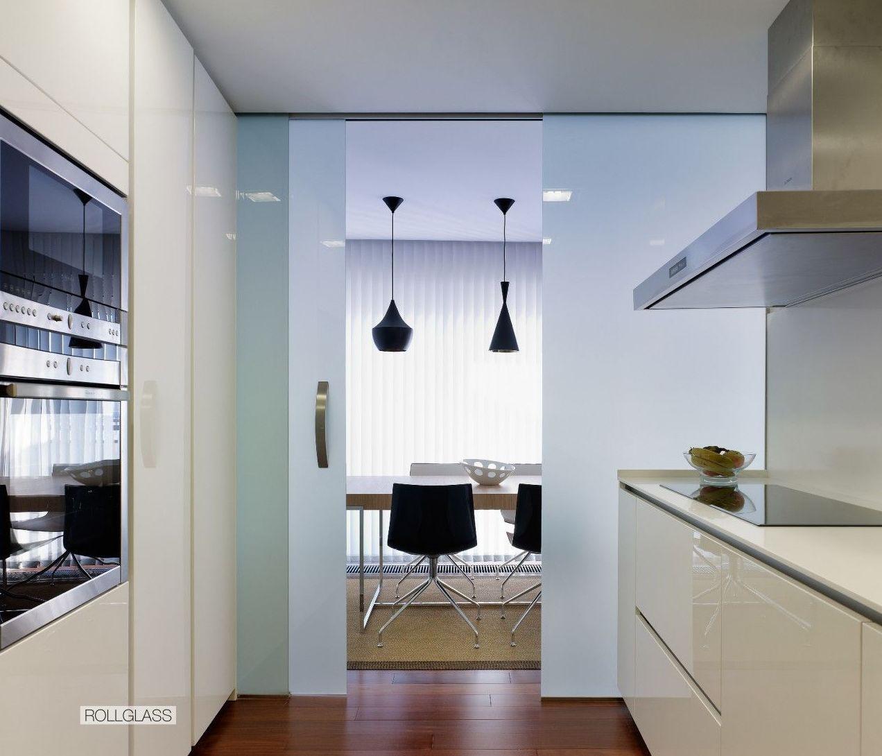 Puerta de cristal en cocina