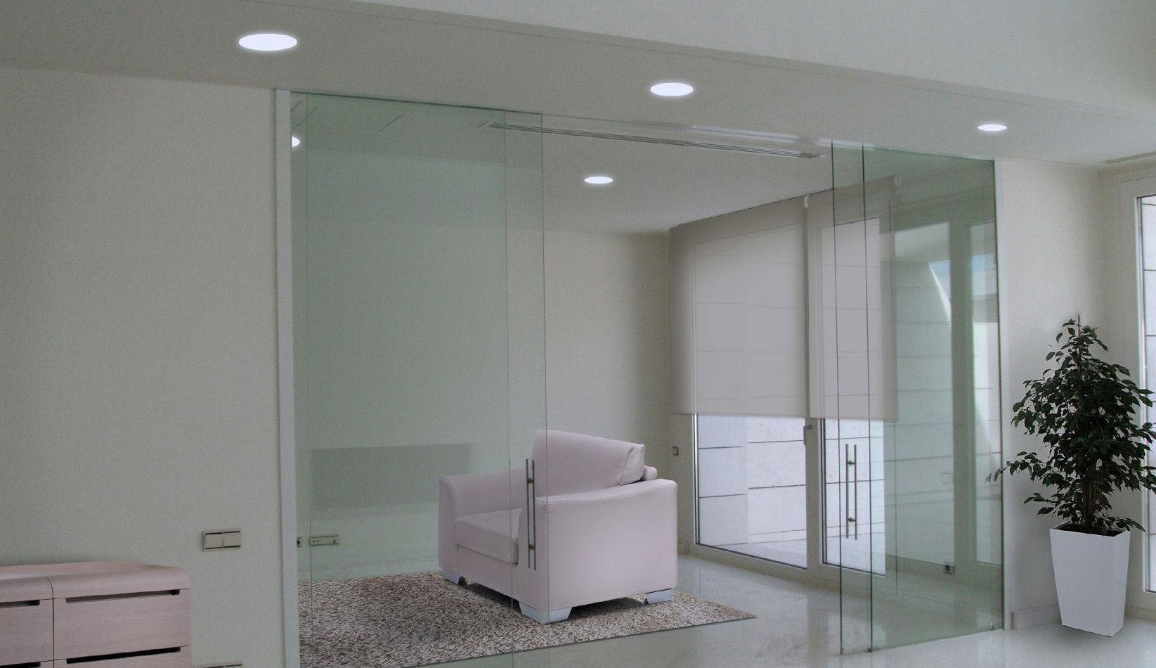 Dos puertas de cristal para separar espacios